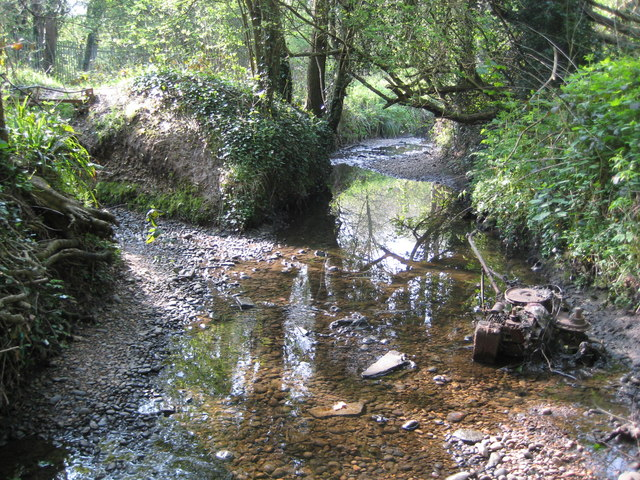 Hartsbourne Stream, Confluence with Oxhey Stream - geograph.org.uk - 1282434