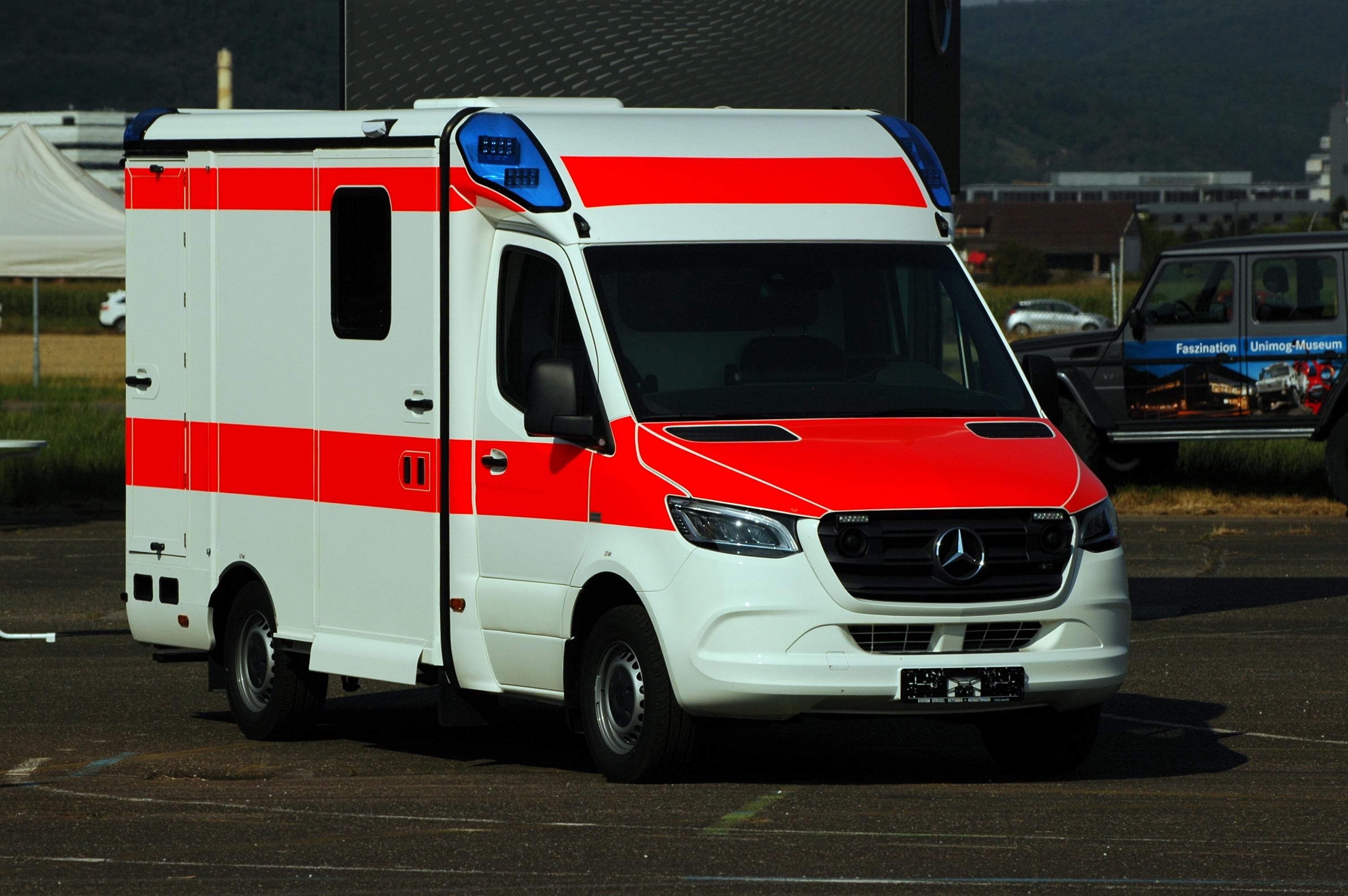 File:Heidelberg Airfield - Mercedes-Benz Sprinter - Ambulance - 2018