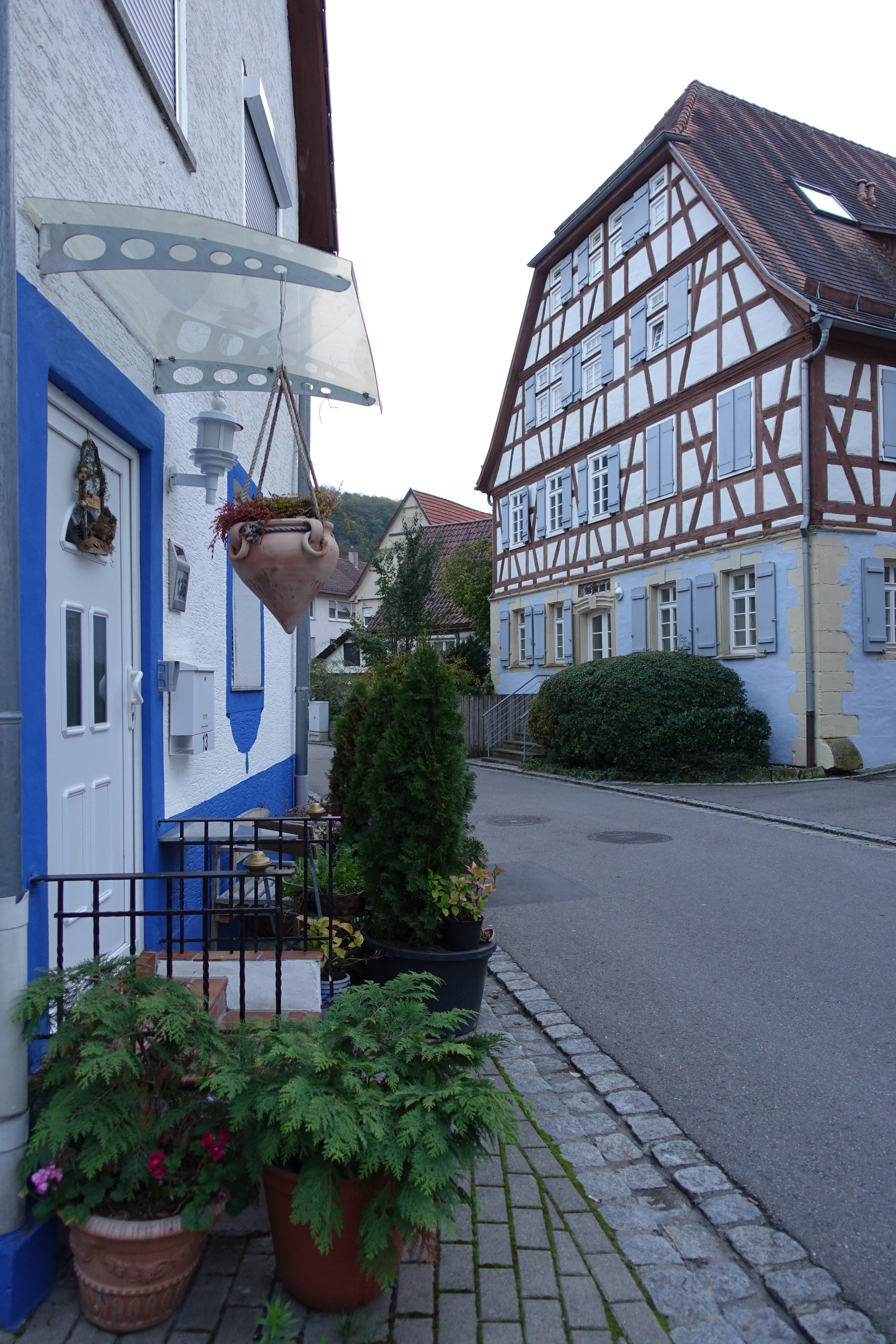 File:Hessigheim - Gasse mit Fachwerkhaus.jpg - Wikimedia Commons