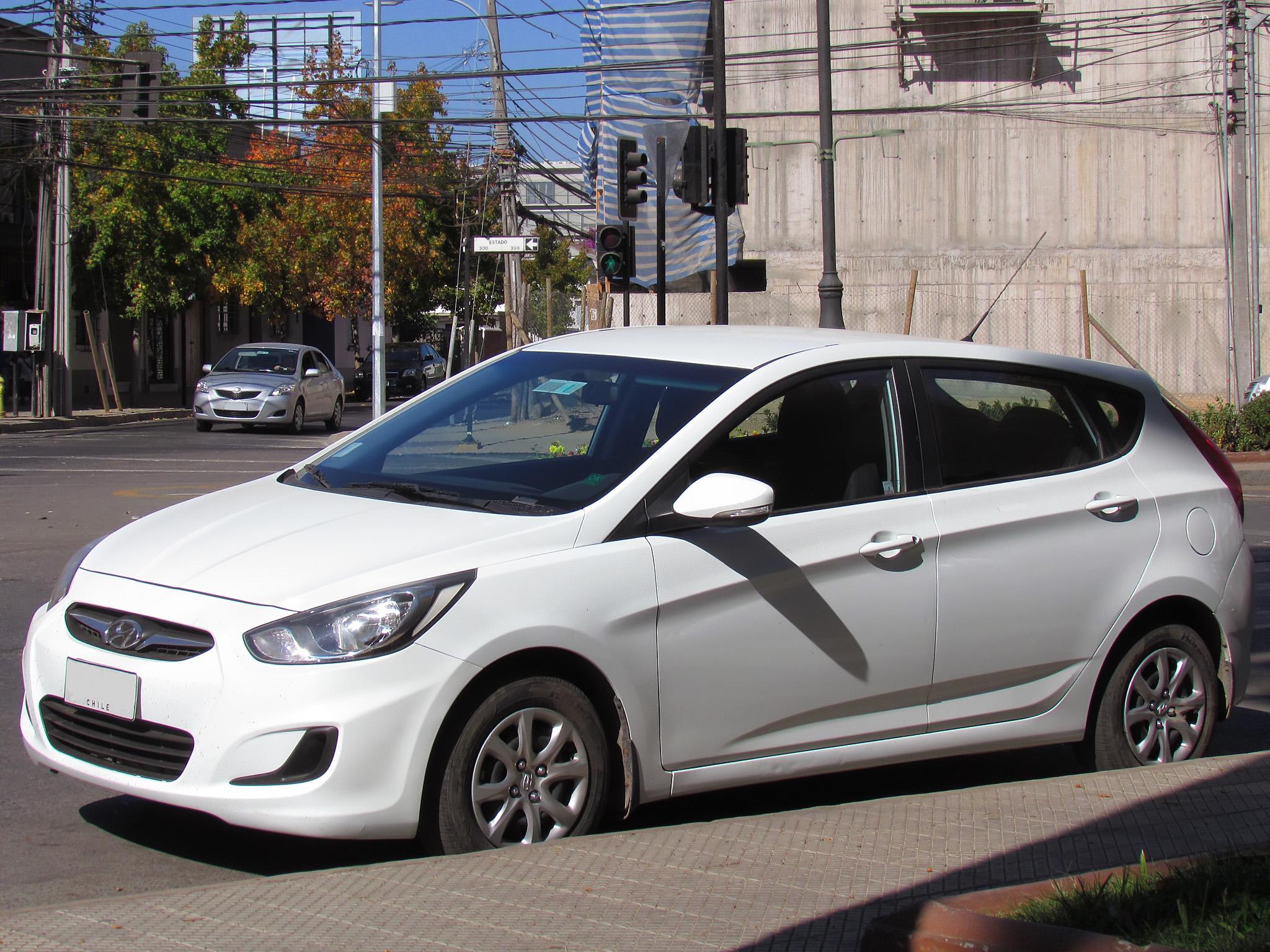 File:Hyundai Accent GLS 1.4 Hatchback 2012 (9426067438)