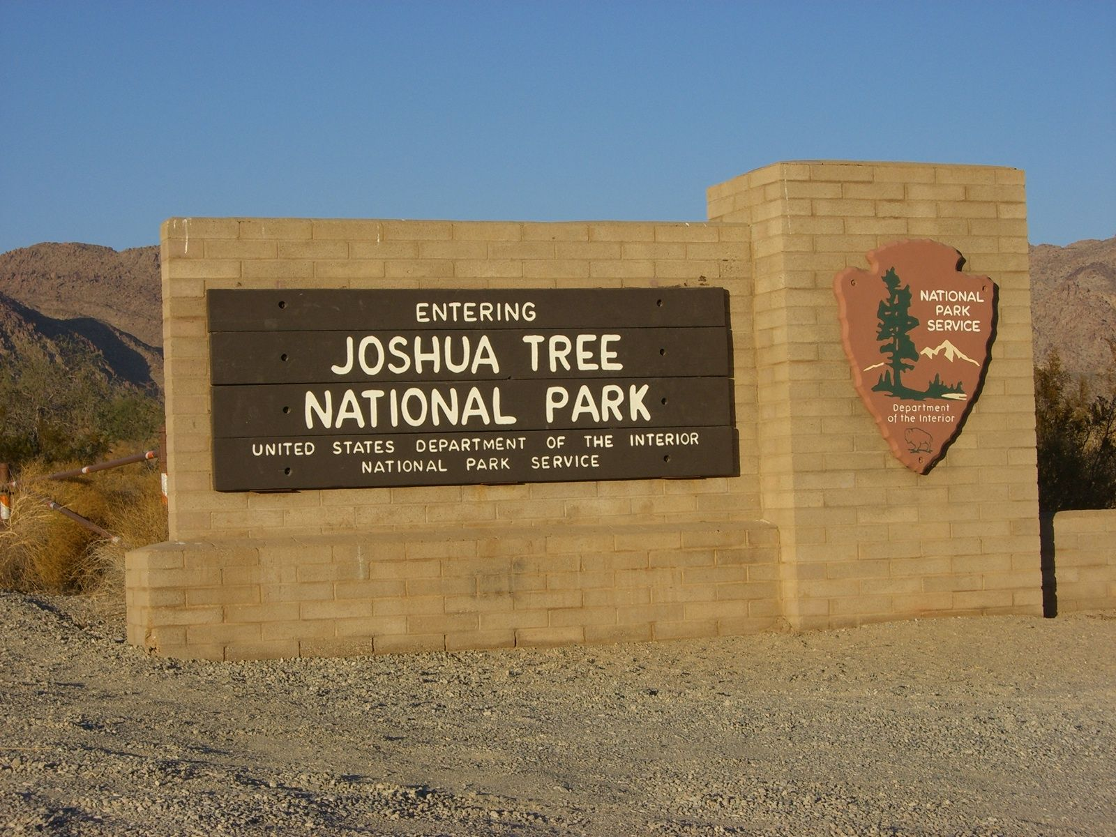 joshua tree national park christian dating site One doesn't have to look far to see a wonder of the plant world in joshua tree national park known scientifically as larrea tridentata, and in common parlance as the creosote bush,  this site all nps.