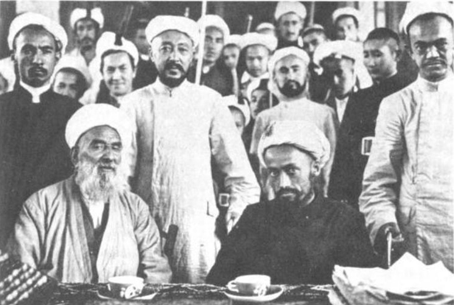 http://upload.wikimedia.org/wikipedia/commons/b/b8/Khotanlik_ulama_in_1933,_muhammad_amin_bughra_wearing_black_in_foreground.jpg