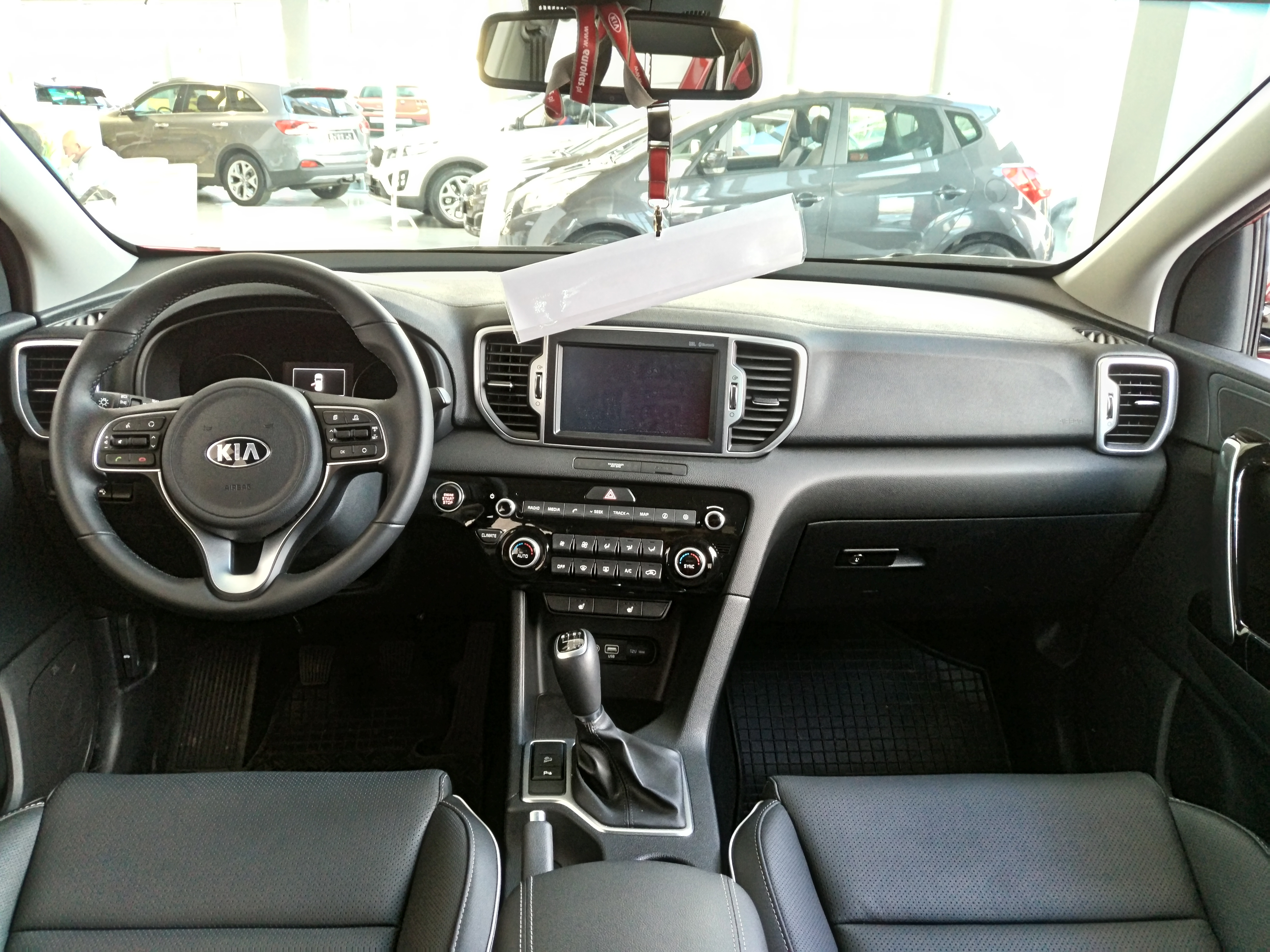 File:Kia Sportage (QL) interior.jpg - Wikimedia Commons