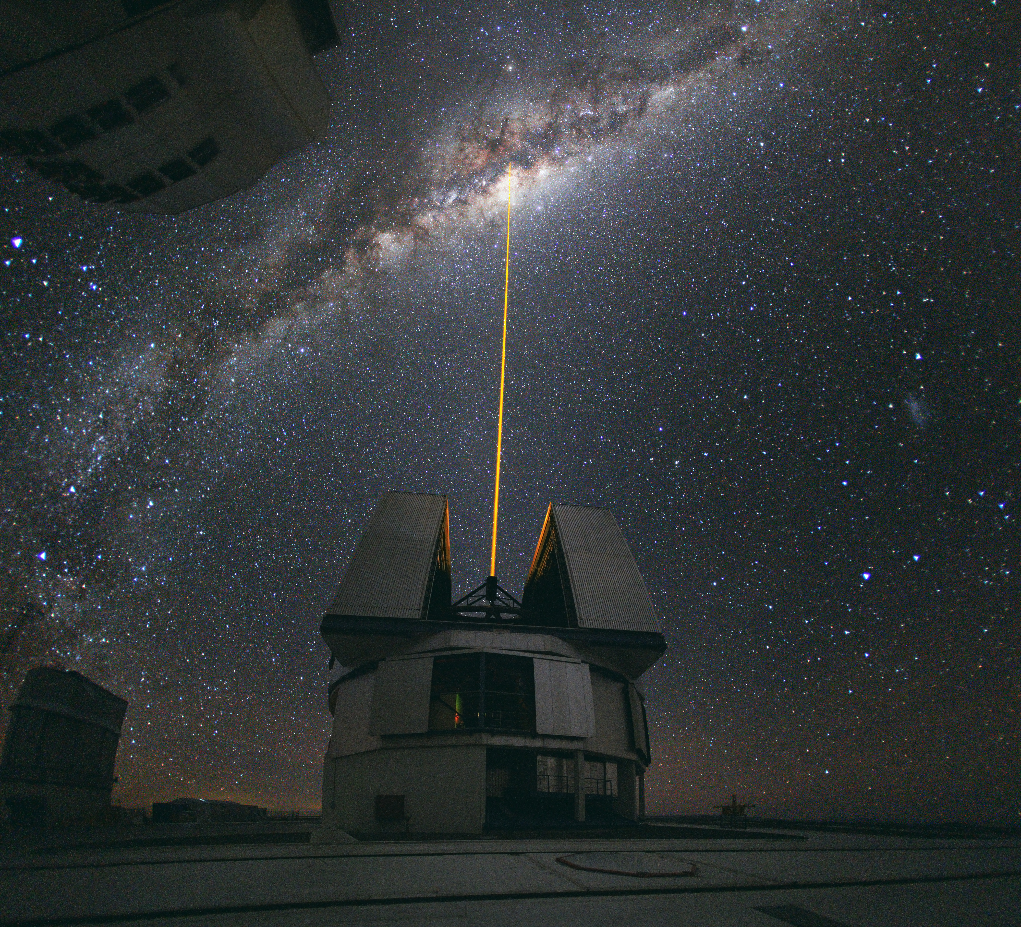 http://upload.wikimedia.org/wikipedia/commons/b/b8/Laser_Towards_Milky_Ways_Centre.jpg