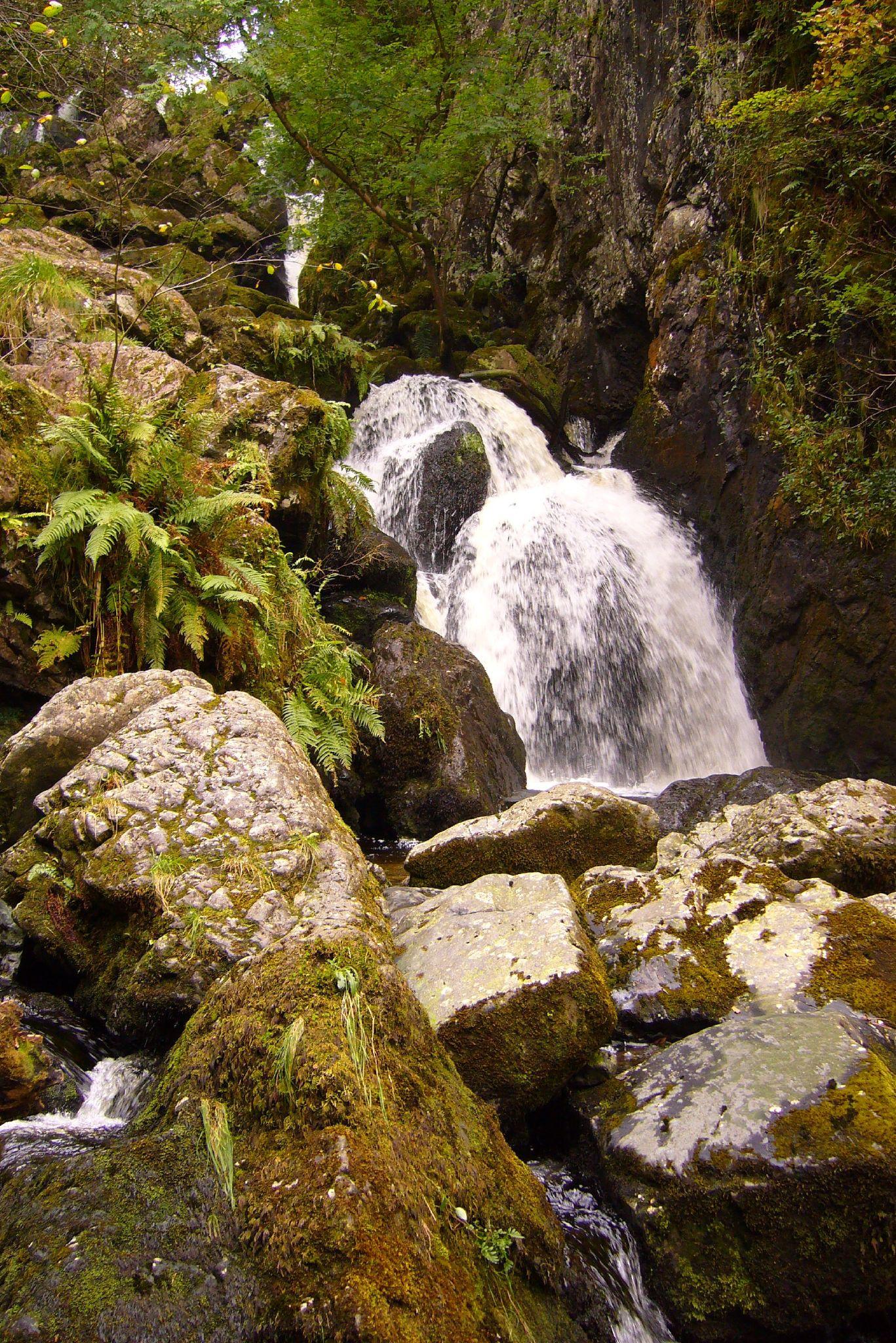 Rough And Tumble >> Lodore Falls - Wikipedia