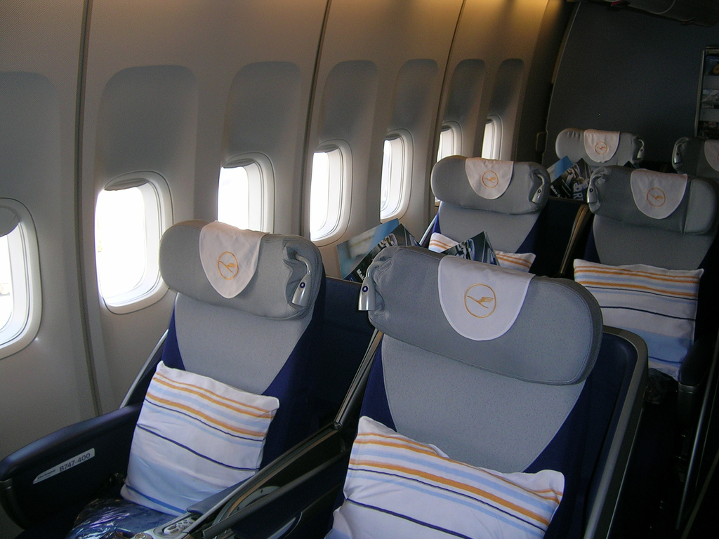 file lufthansa 747 business wikimedia commons. Black Bedroom Furniture Sets. Home Design Ideas