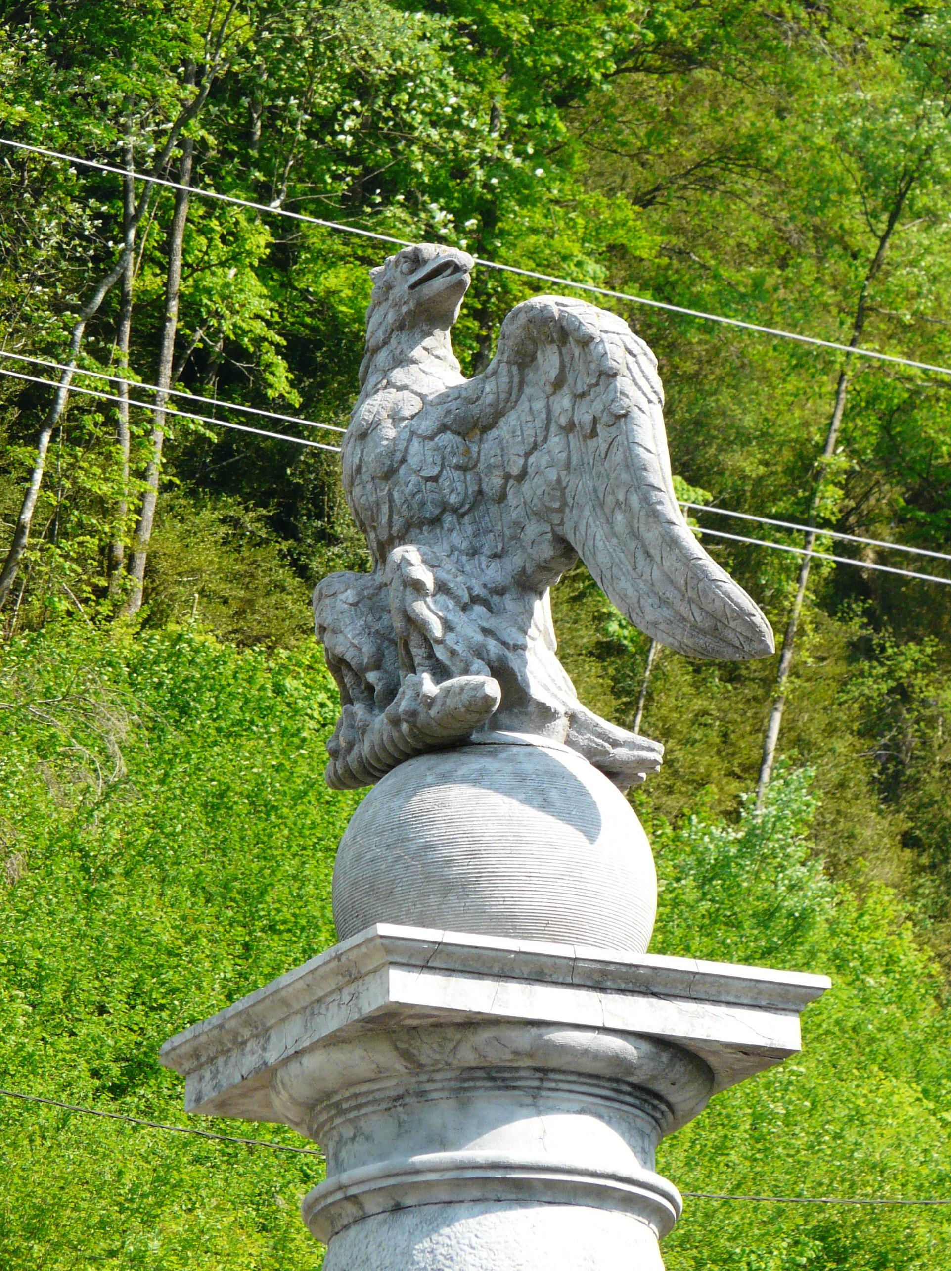 Luz-Saint-Sauveur France  City pictures : Luz Saint Sauveur pont Napoléon colonne aigle Wikimedia ...
