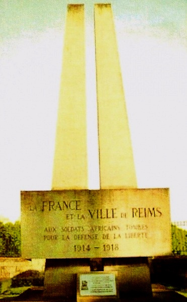 Le monument remplaçant le monument aux Héros de l'Armée Noire(1958) à Reims
