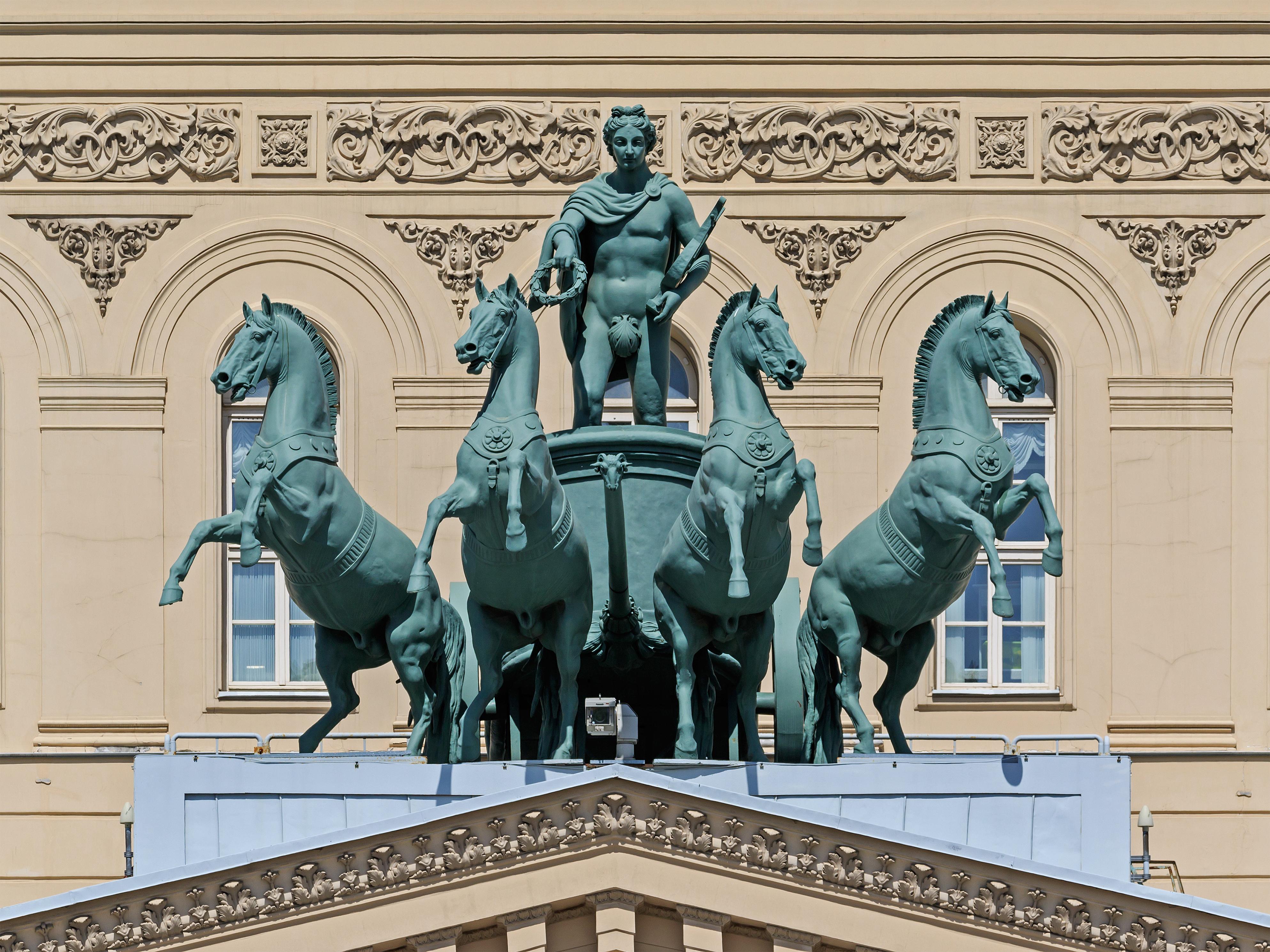 https://upload.wikimedia.org/wikipedia/commons/b/b8/Moscow_05-2017_img27_Bolshoy_Theatre_quadriga.jpg