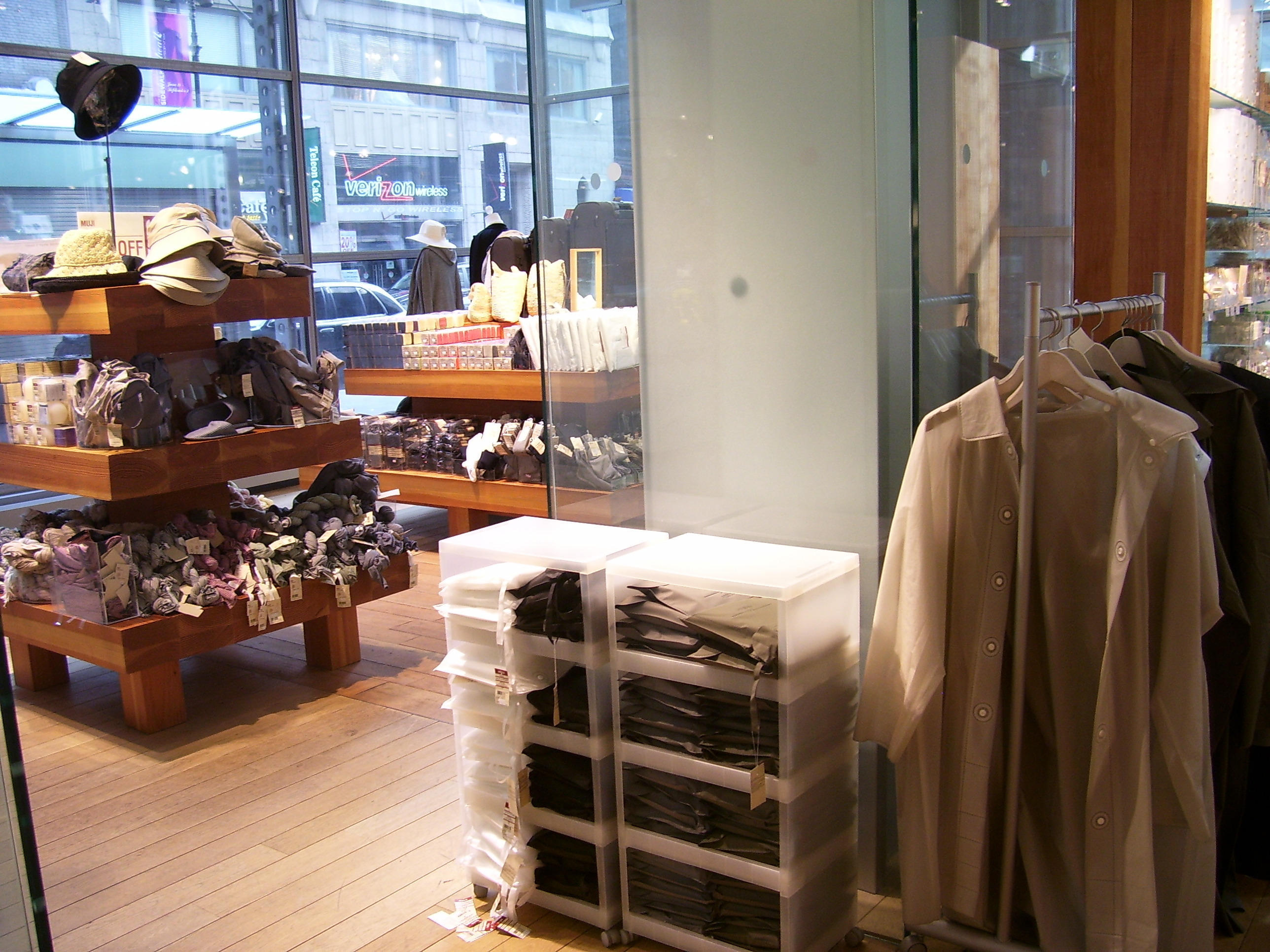 File Muji Nyc Inside Clothing Wikimedia Commons