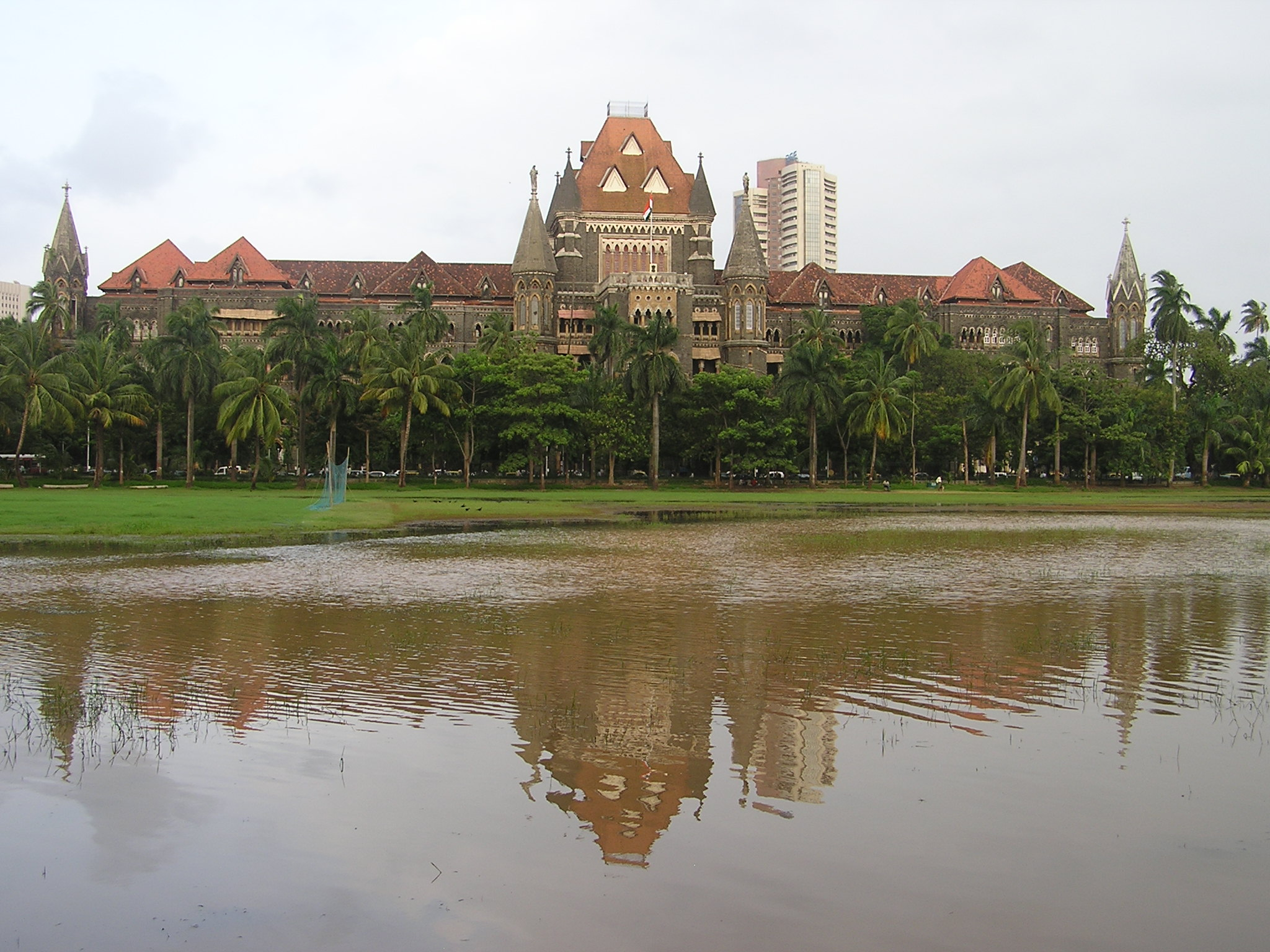 http://upload.wikimedia.org/wikipedia/commons/b/b8/Mumbai.HighCourt.1.jpg