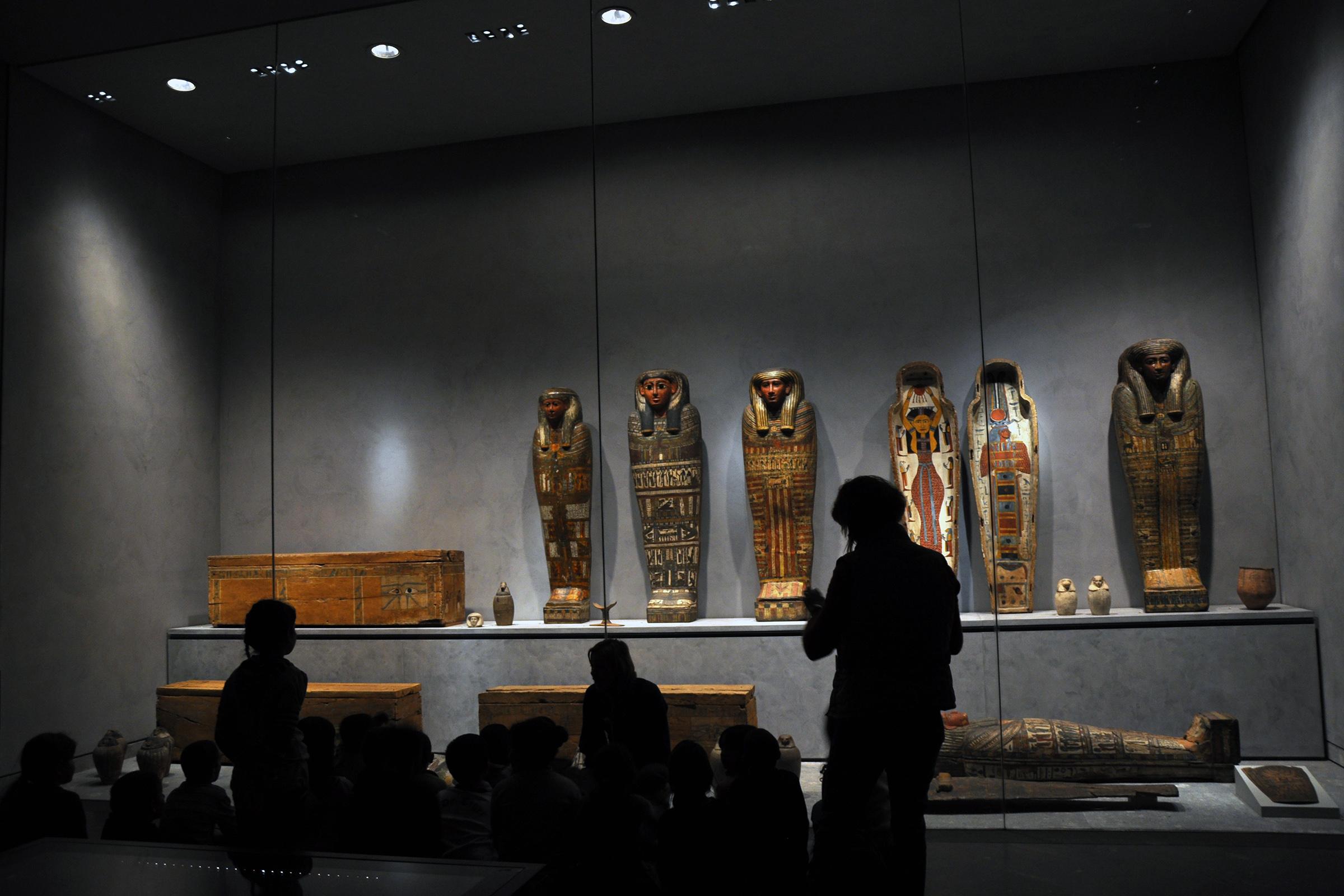 datant antiquités par le matériel
