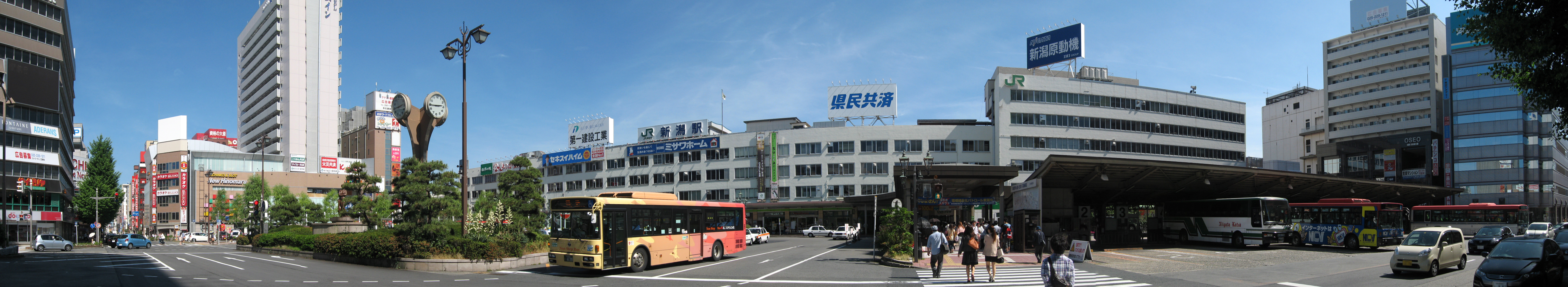 https://upload.wikimedia.org/wikipedia/commons/b/b8/Niigata-Station_Bandai_exit_2013-06-09.jpg