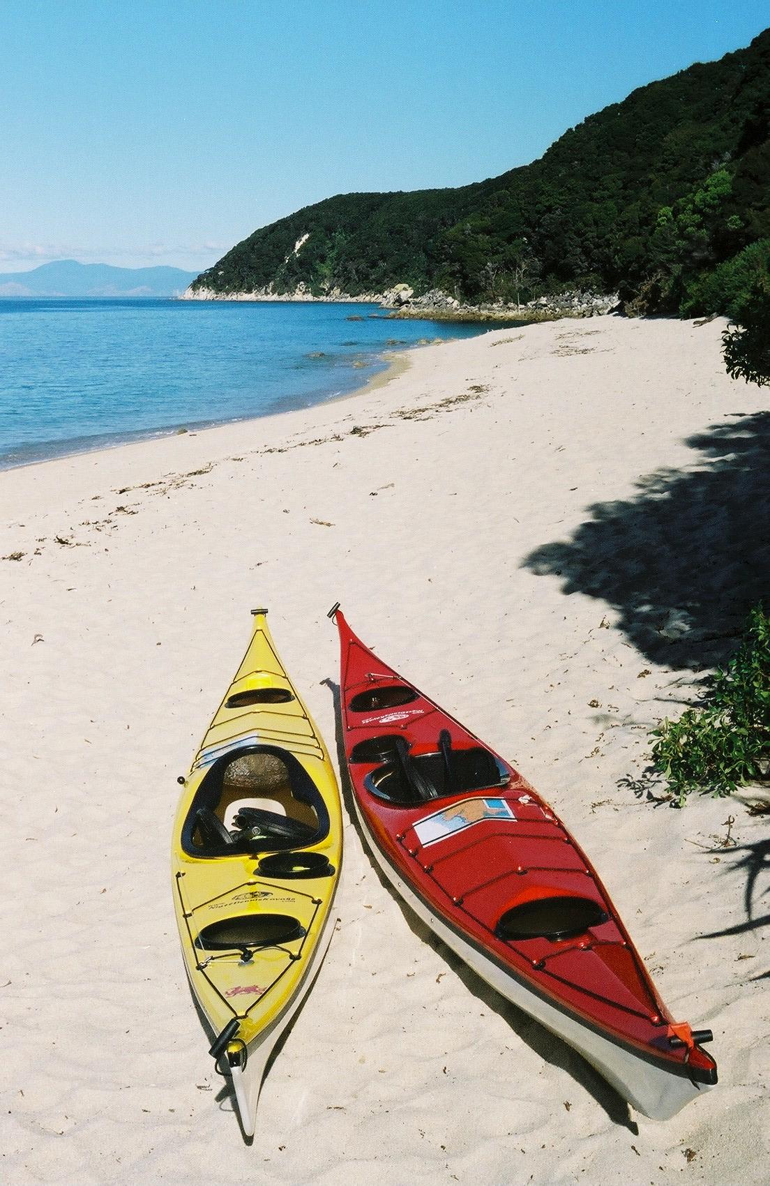 File plastic sea kayaks jpg - Kayak de mer 2 places ...
