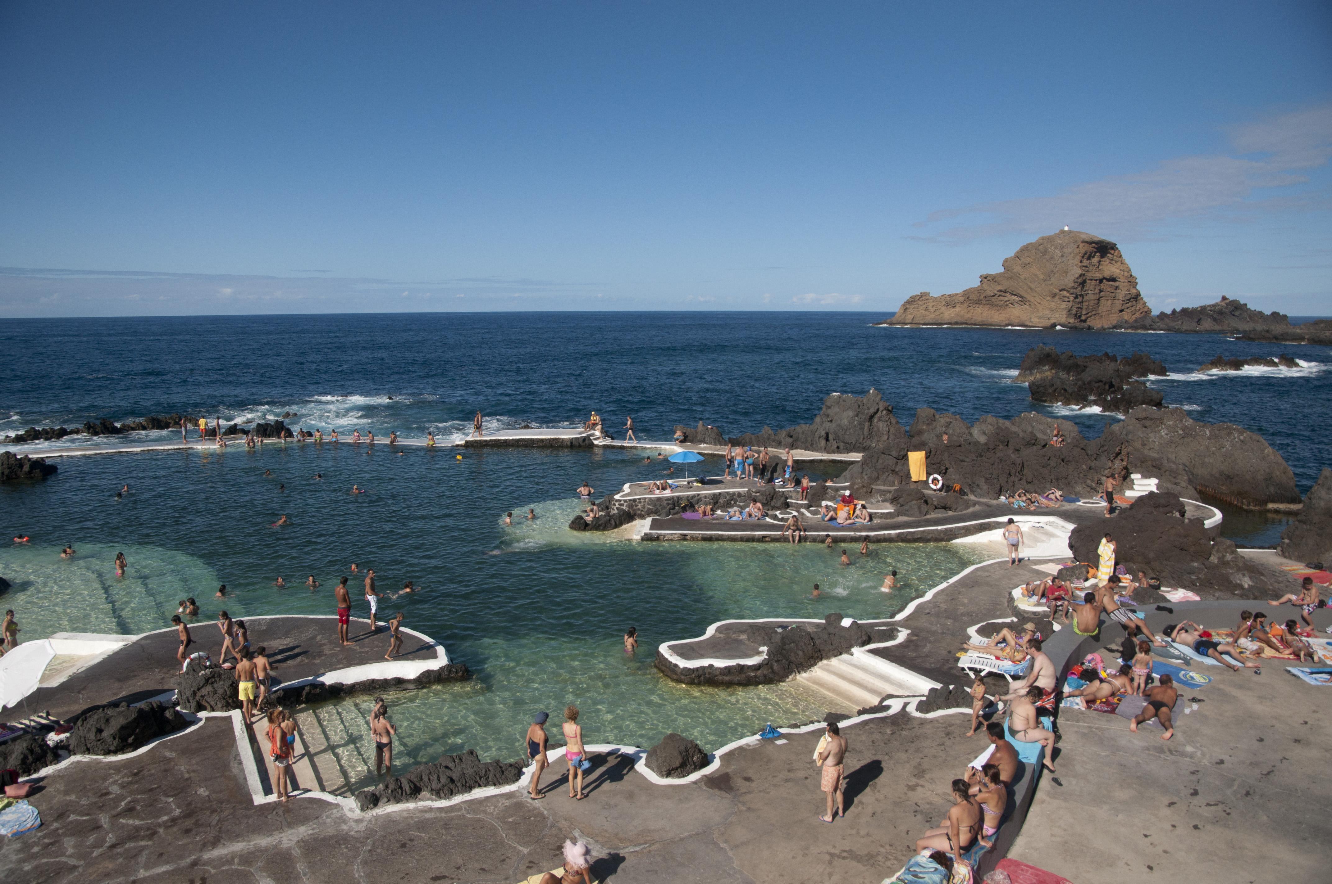 File porto moniz madeira aug 2012 wikimedia for Portugal piscinas naturales