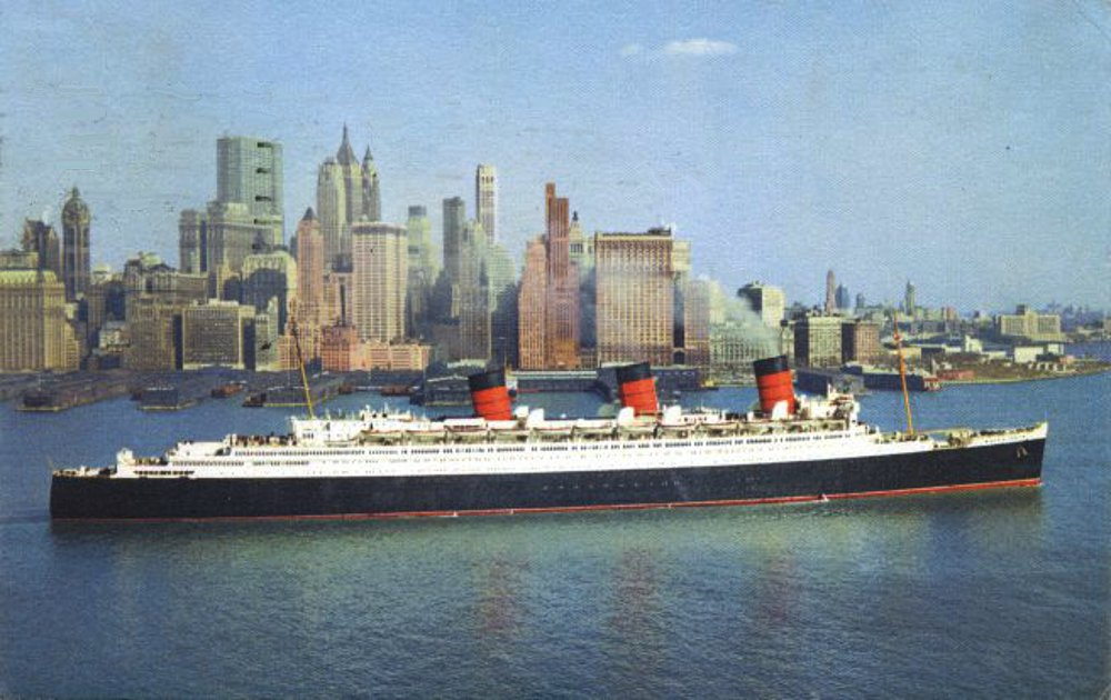 RMS Queen Mary sailing out of New York harbor
