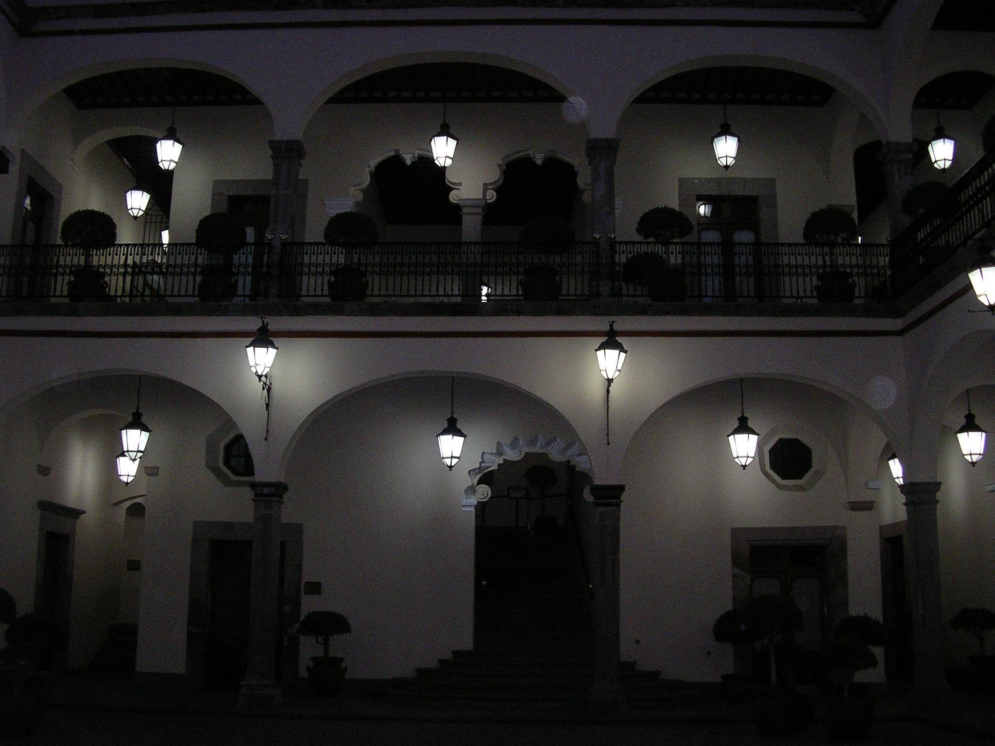 File quer taro palacio de gobierno interior noche jpg for Gobierno interior