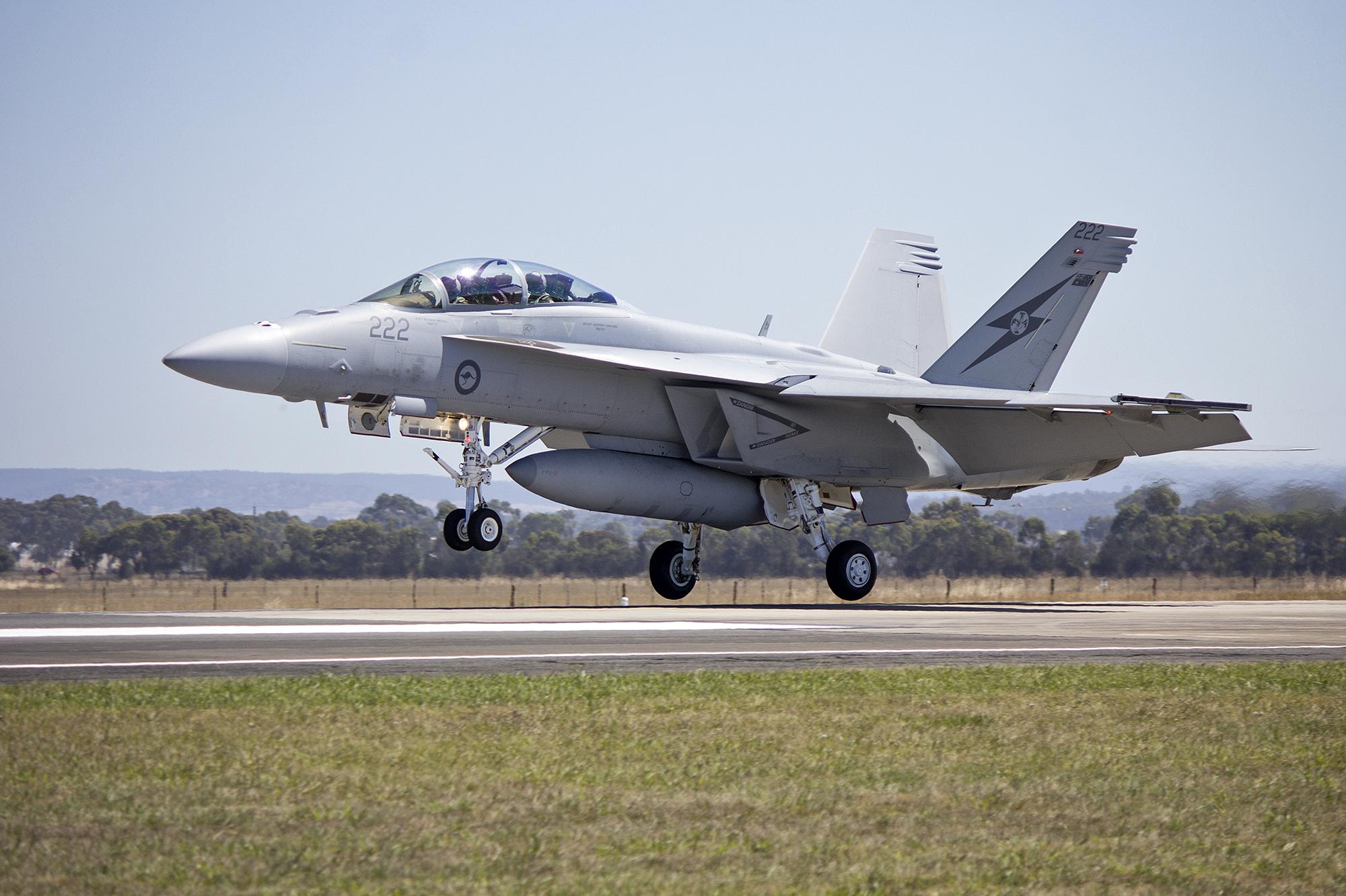 File:RAAF (A44-222) FA 18F Super Hornet landing.jpg - Wikimedia Commons