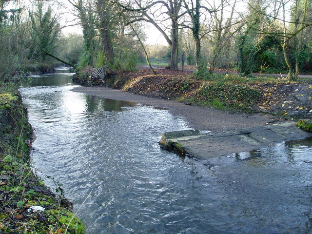 Remains of a weir on the River Brent - geograph.org.uk - 1068307