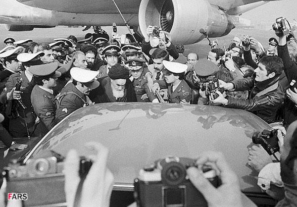 پرونده:Return-ayatollha-khomeini.jpg