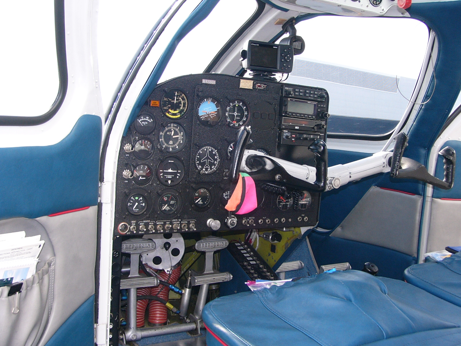 https://upload.wikimedia.org/wikipedia/commons/b/b8/Seabee_Instrument_panel_02.JPG