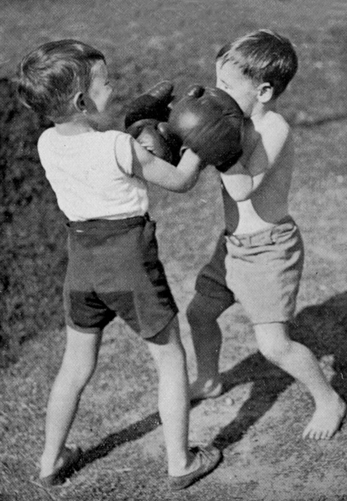 http://upload.wikimedia.org/wikipedia/commons/b/b8/StateLibQld_2_196459_Two_young_boys_wearing_boxing_gloves_are_having_fun_sparring_outdoors,_1934.jpg