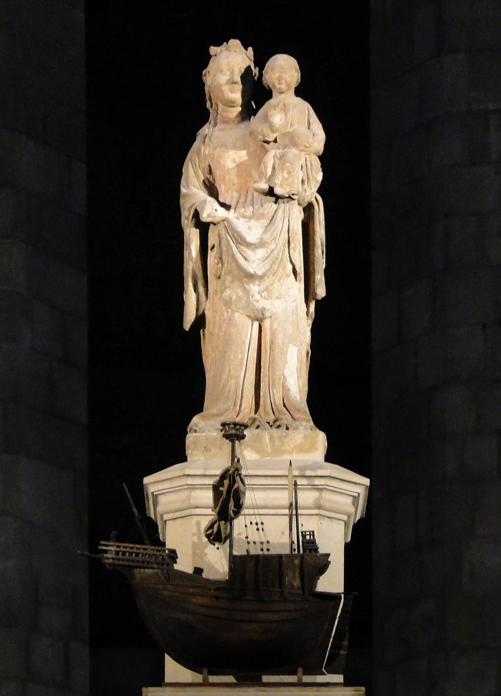 Statue of Santa Maria del Mar.jpg