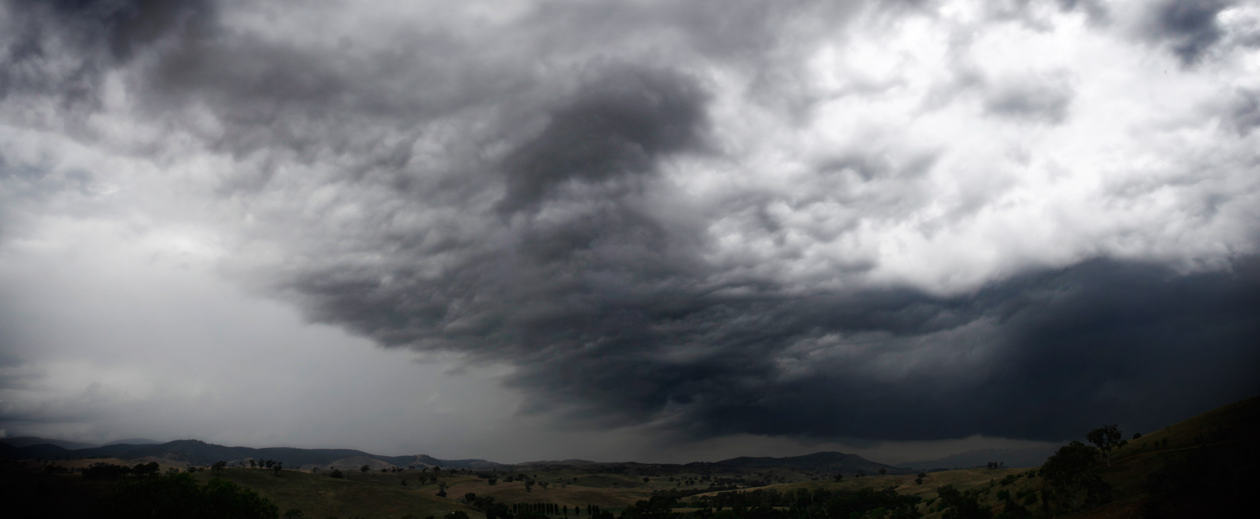 File:Storm clouds over swifts creek.jpg