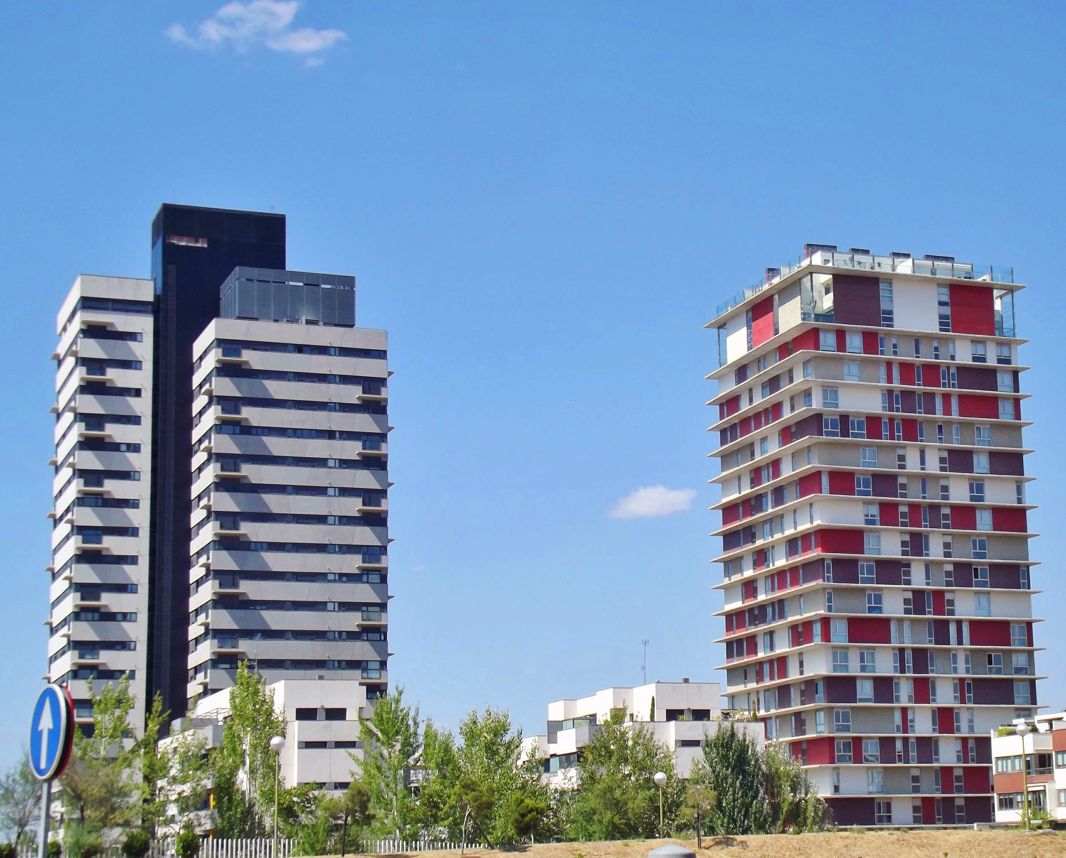 File:Torre Puerta de Chamartín y Torre Panorama (2).jpg - Wikimedia ...
