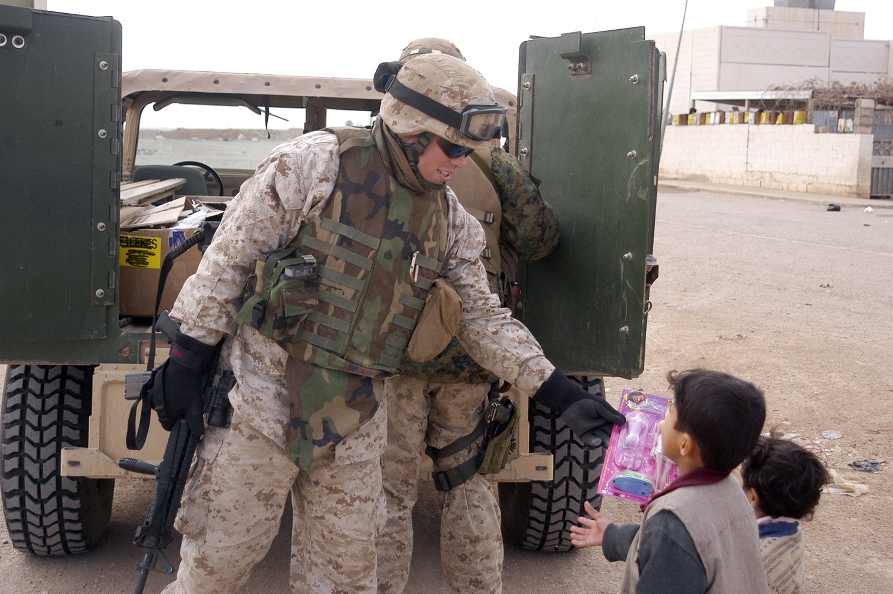 file us navy 050105 m 3988h 016 u s marines assigned to 4th civil affairs group cag hands out toys and candy to iraqi children at a hospital in the city of akashat iraq jpg wikimedia commons