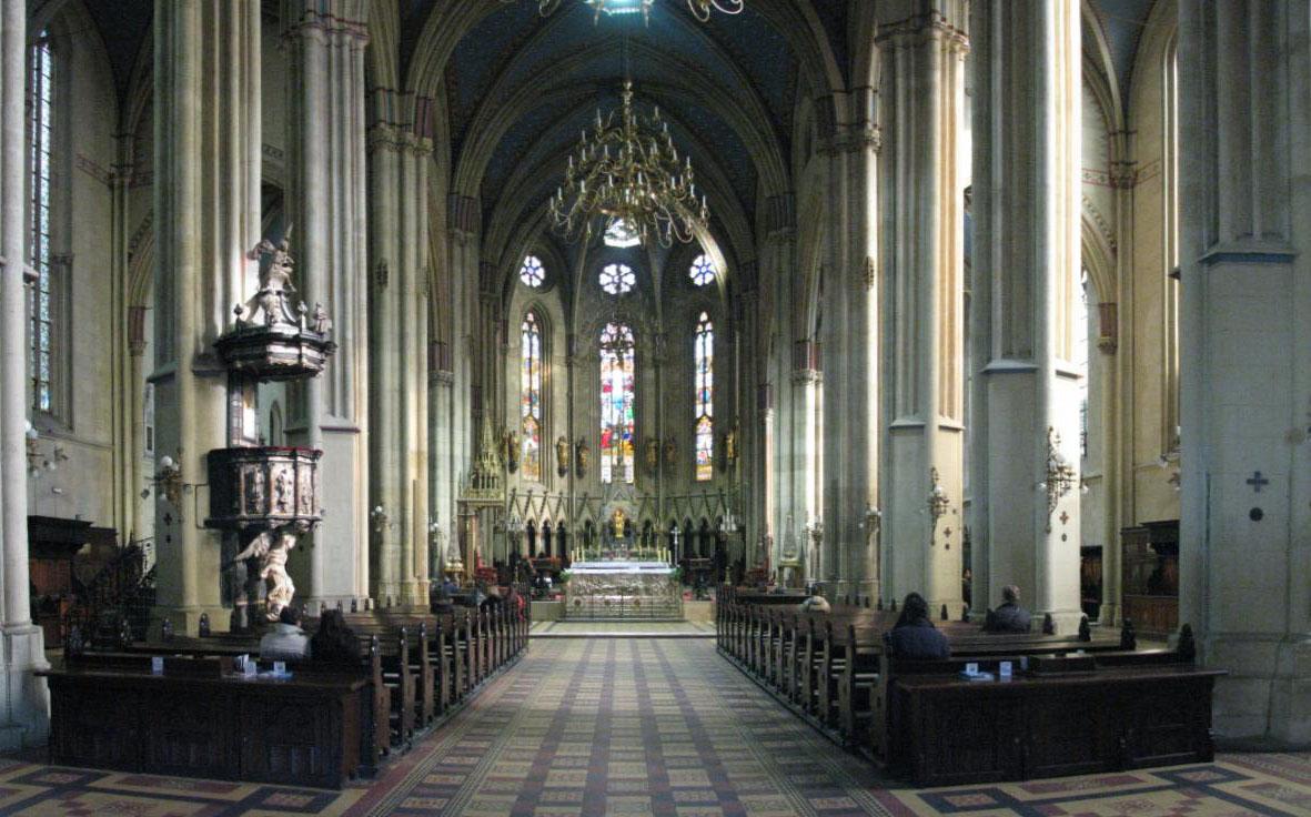 File Unutrasnjost Zagrebacke Katedrale Jpg Wikimedia Commons