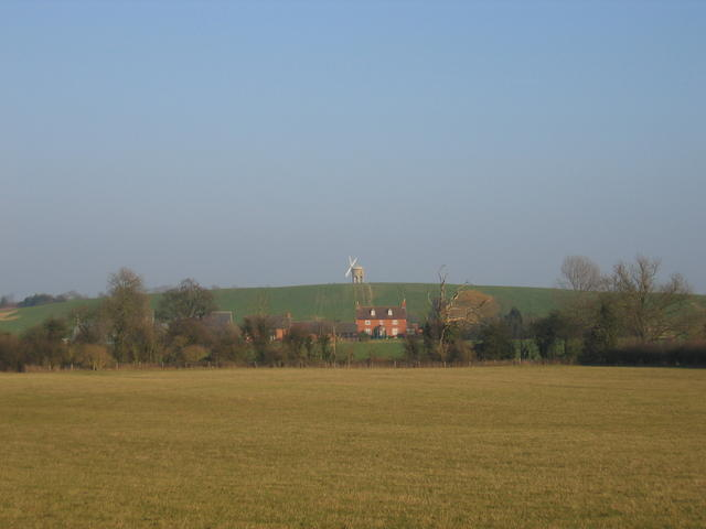 View towards Windmill Hill Farm and Chesterton Windmill - geograph.org.uk - 113621