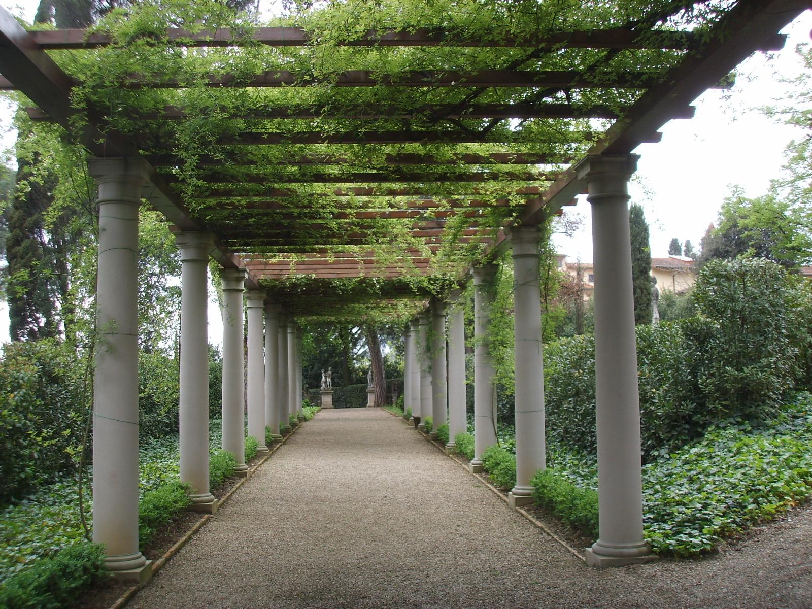 File villa la pietra giardino est pergolato jpg wikimedia commons - Pergola giardino ...