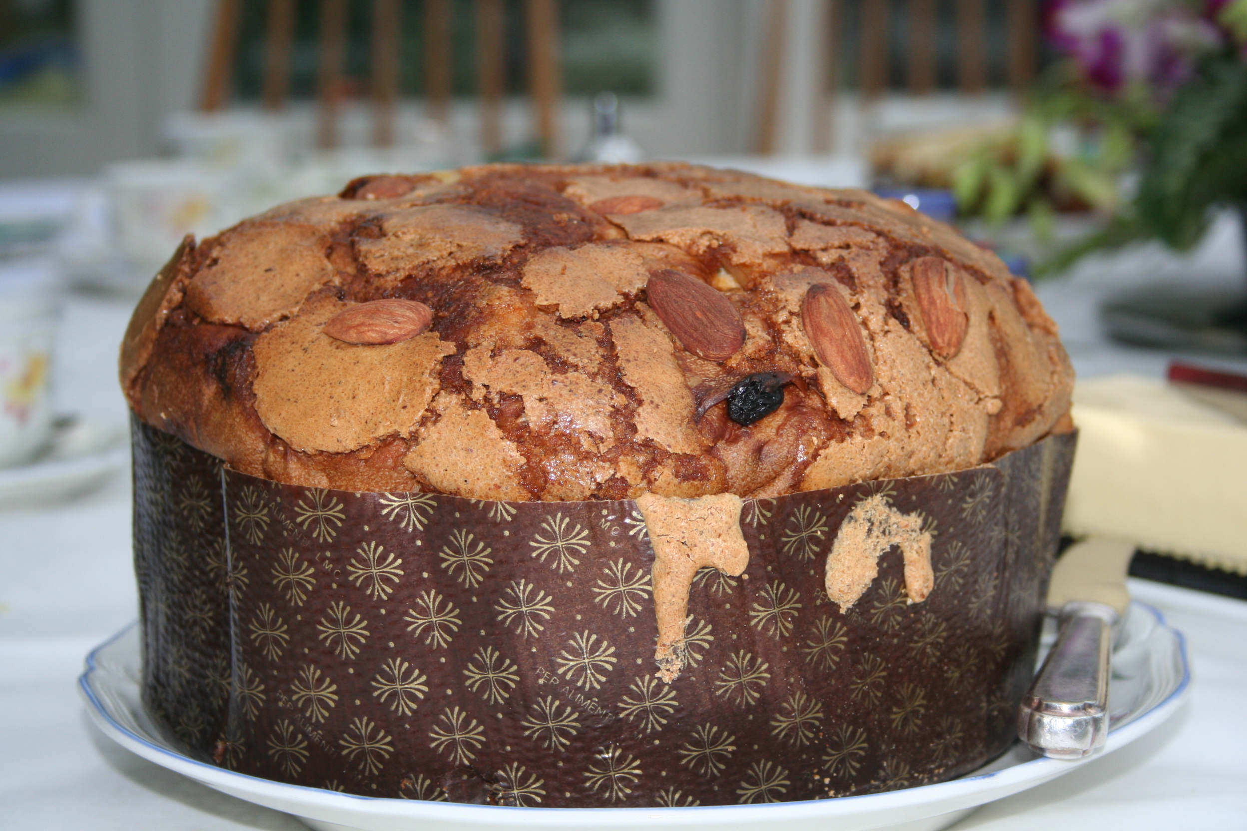 File:Whole panettone.jpg - Wikipedia