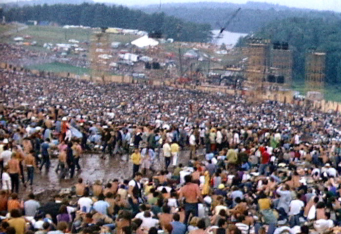 The crowd at Woodstock Music Festival (1969), Authors Derek Redmond and Paula Campbell (CC BY-SA 3.0 Unported)