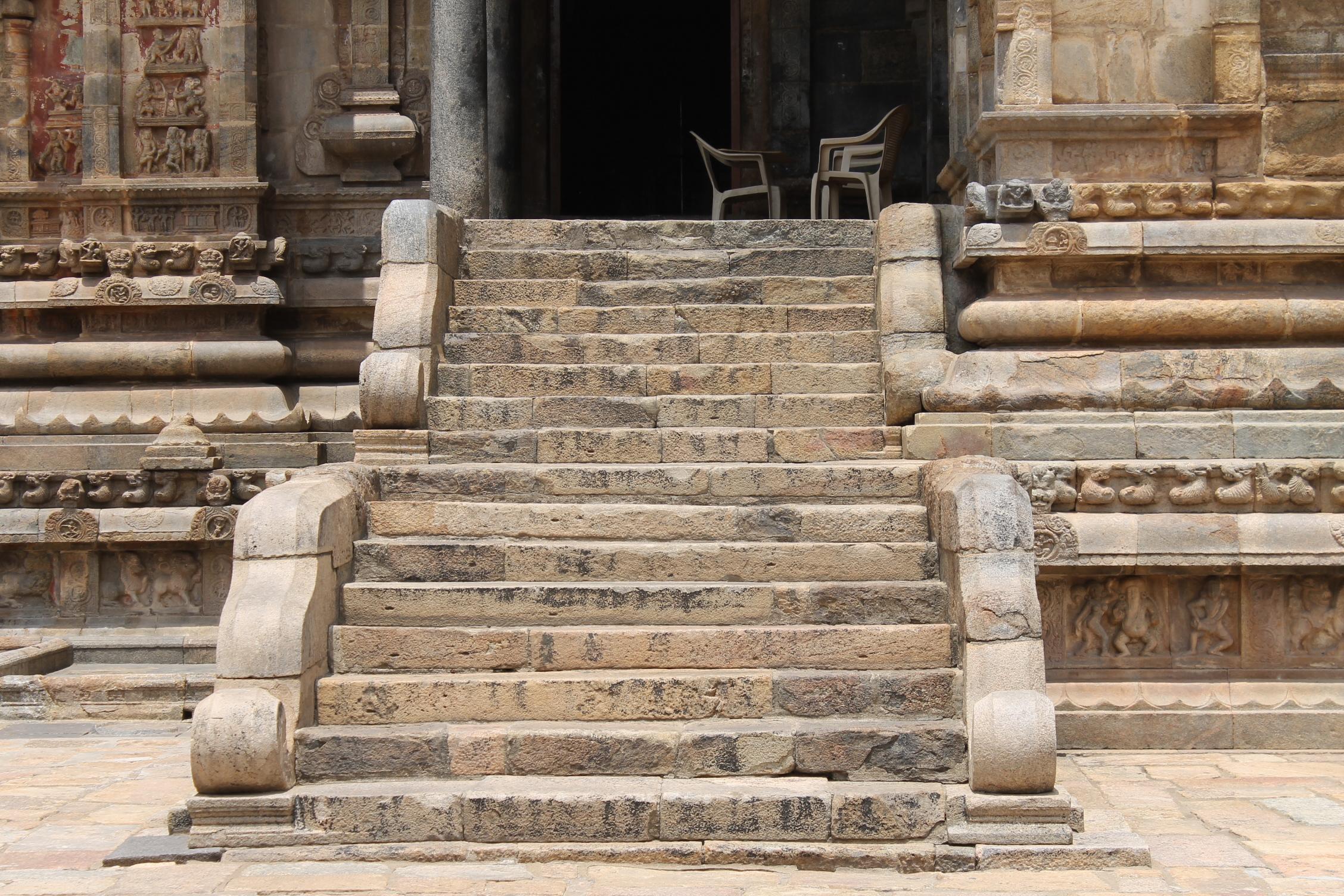 File Airavatesvara Temple Stone Steps Jpg Wikimedia