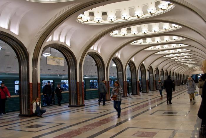 Зал станции Маяковская (Москва, 2011)