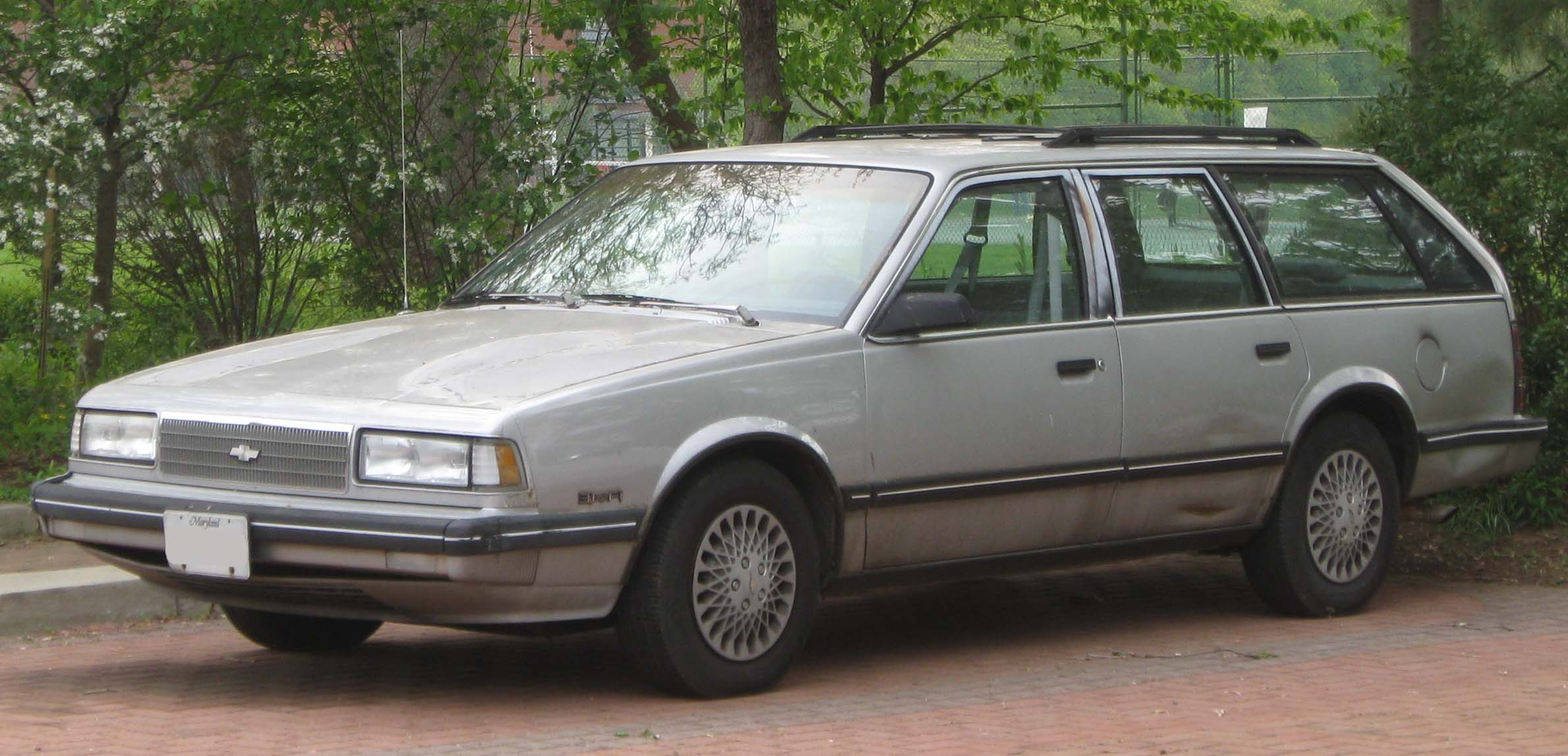 File:1990 Chevrolet Celebrity 3.1 wagon front -- 04-20-2010.