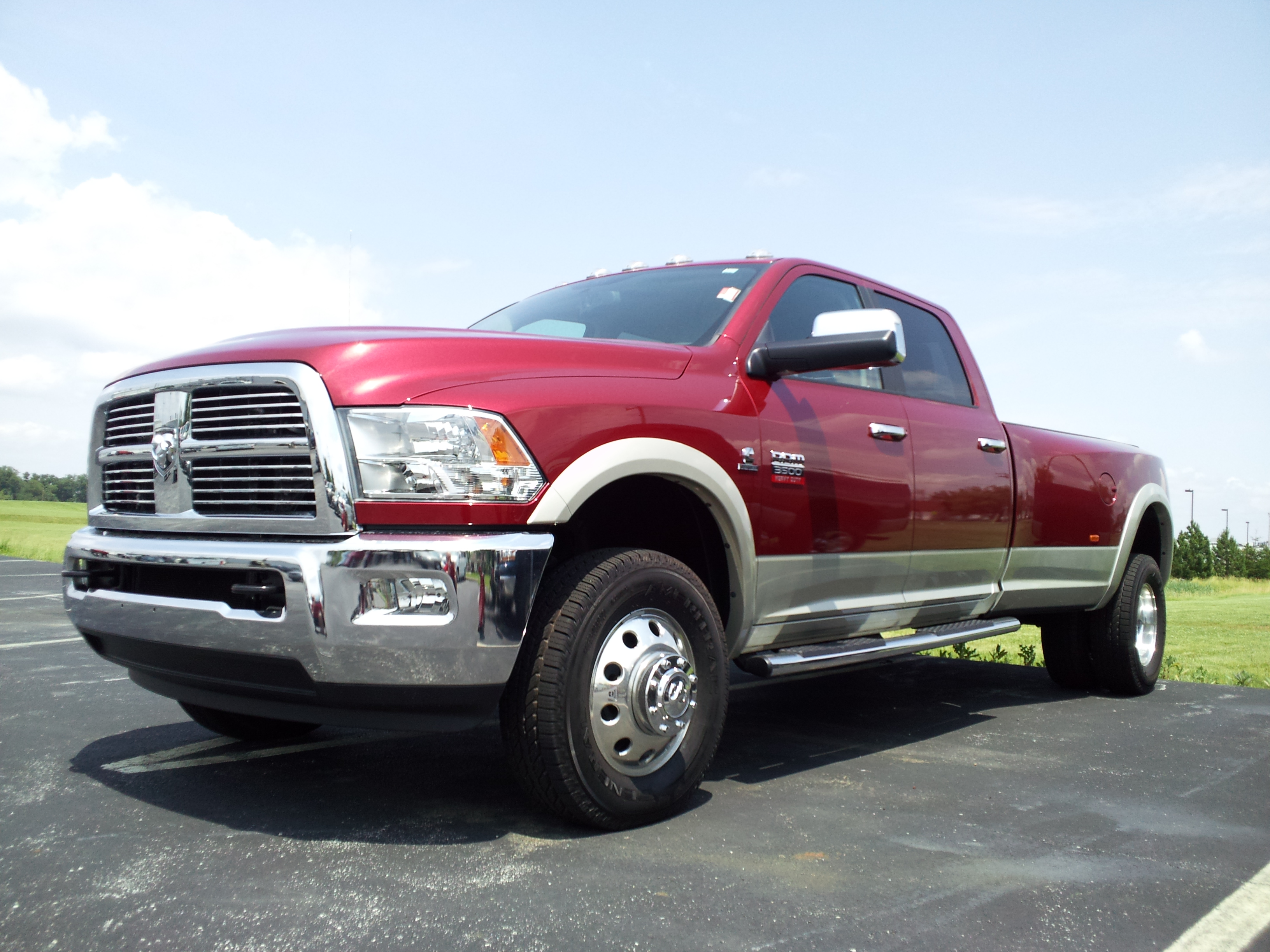 File:2011.5 RAM 3500 Loaded..jpg - Wikimedia Commons