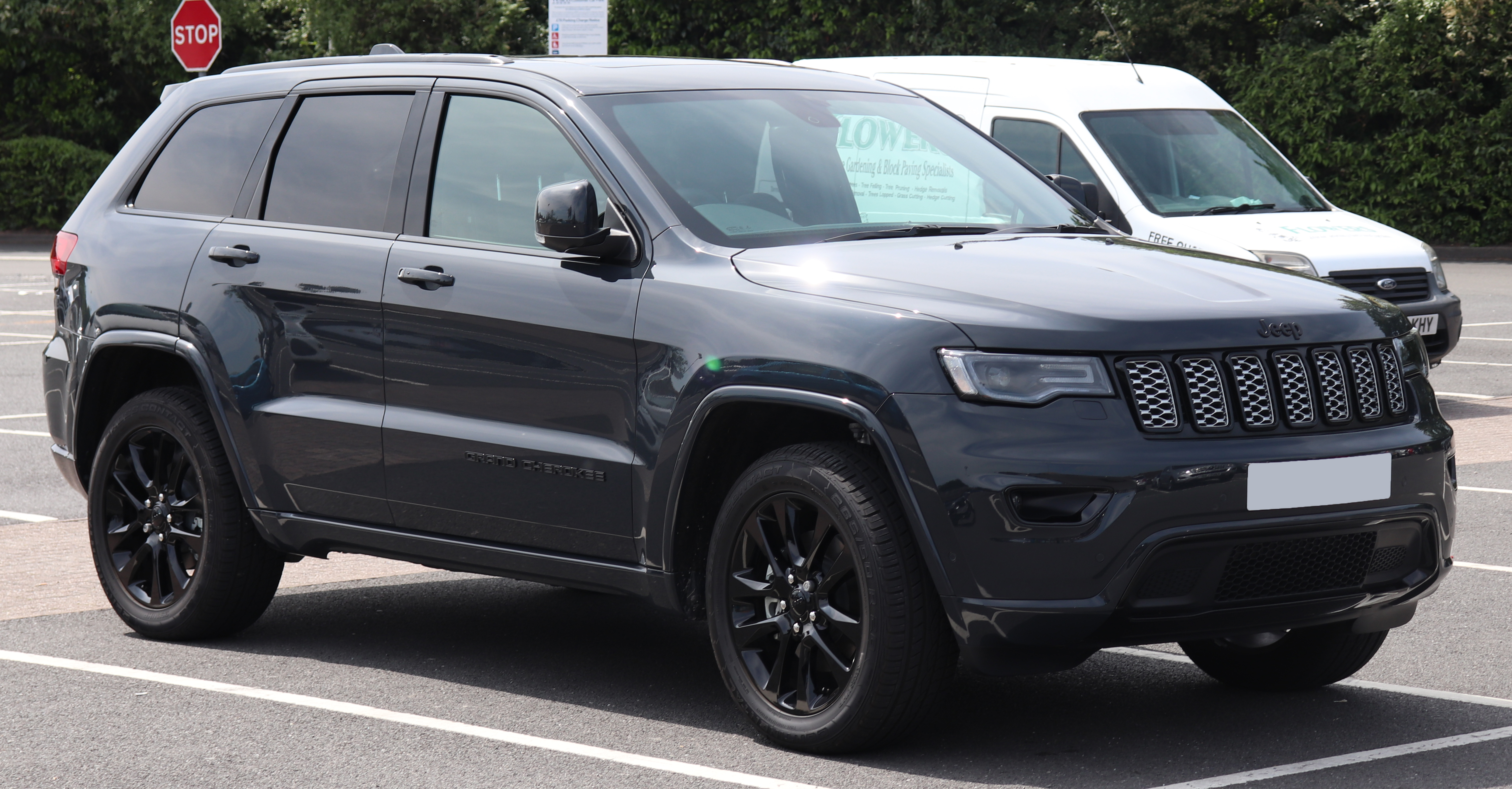 Ficheiro:2018 Jeep Grand Cherokee Night Eagle 3.0 Front