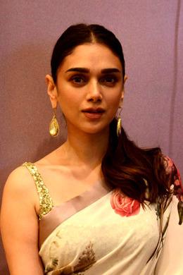 Aditi Rao Hydari grace Vogue Fashion Weekend in Delhi (06) (cropped).jpg