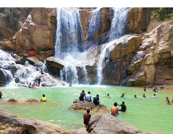 File:Air Terjun Sungai Pandan.jpg