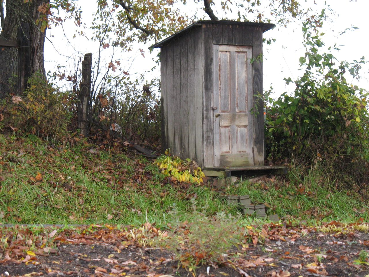 File amish ts ts h st hese wikipedia for Outhouse pictures