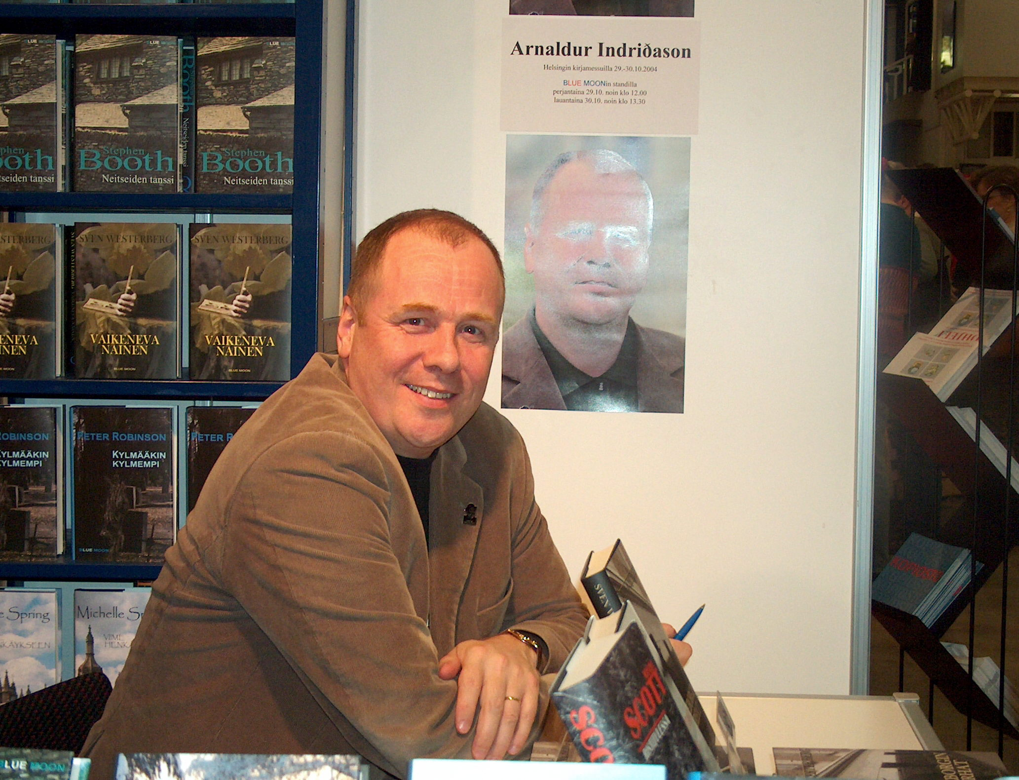 Arnaldur Indriðason at the [[Helsinki Book Fair]], Finland, 2004