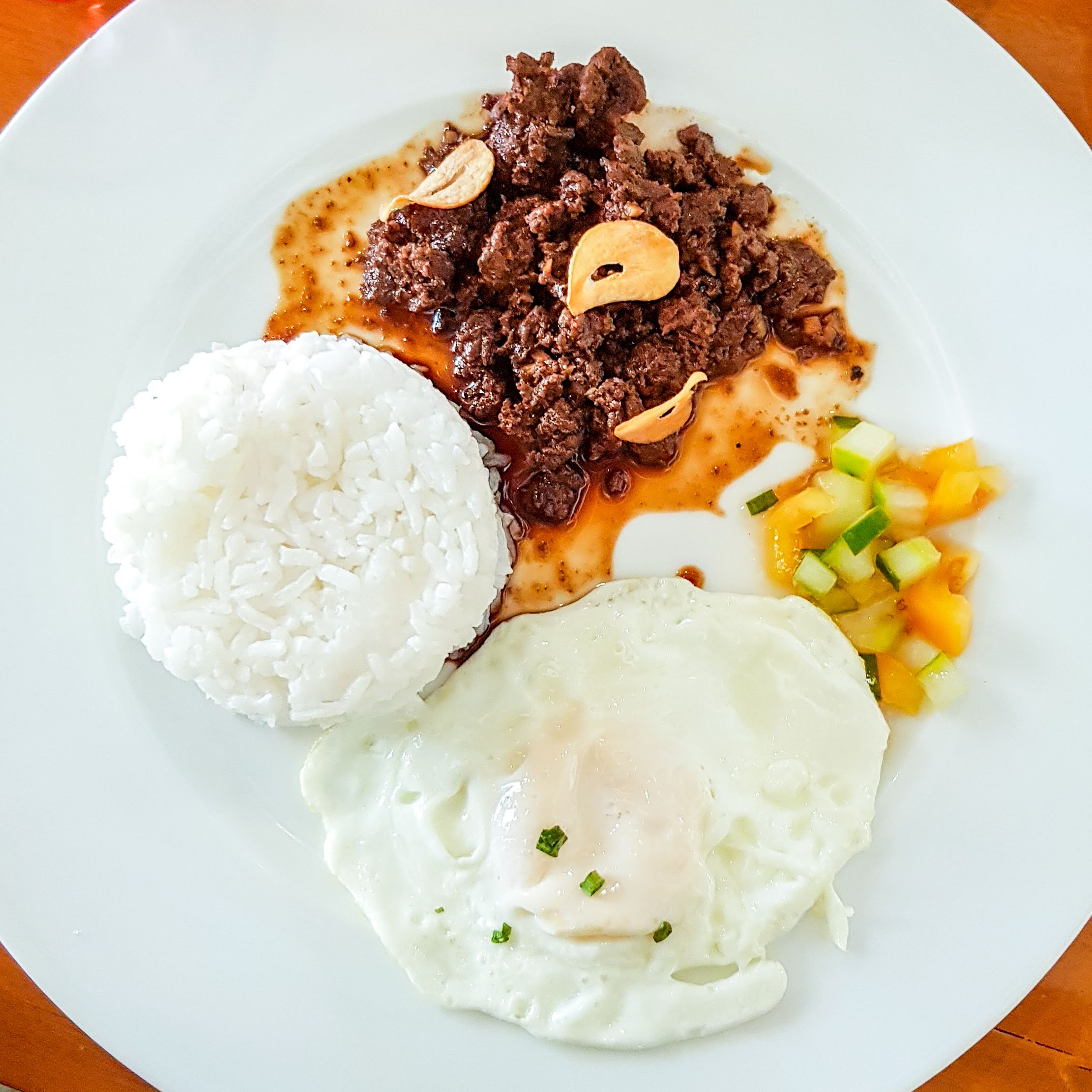 File:Beef tapa with steamed rice and sliced tomato and cucumber ...