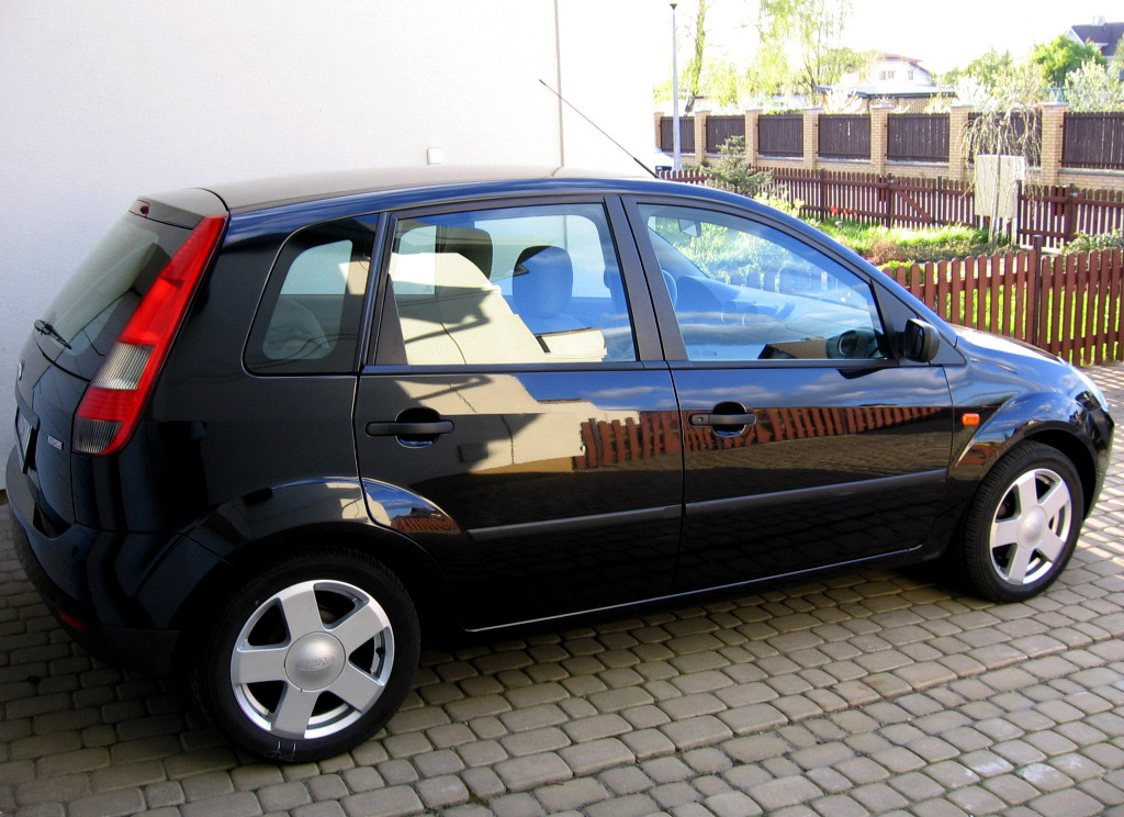 File:Black Ford Fiesta X100 - 001.jpg - Wikimedia Commons