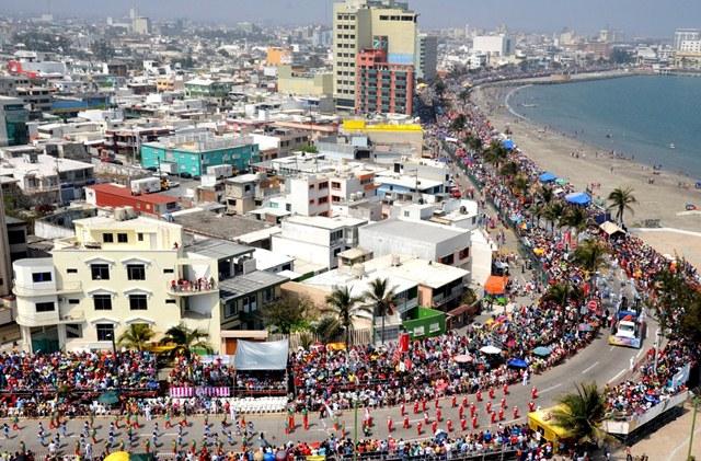 Bulevar avila camacho en el carnaval de veracruz