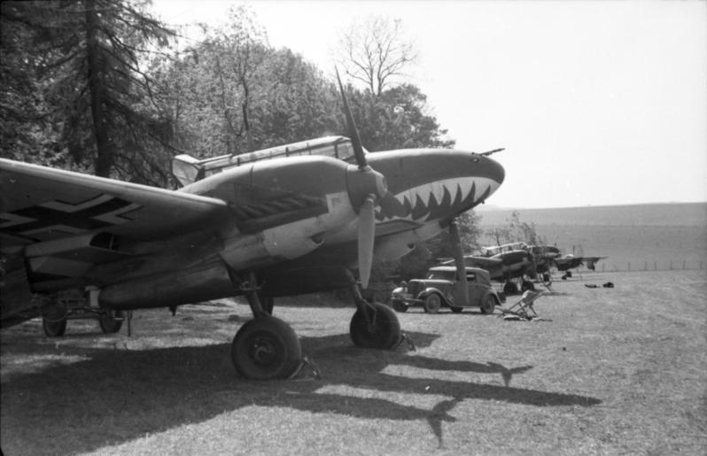 Bundesarchiv Bild 101I-382-0211-22, Flugzeug Messerschmitt Me 110.jpg