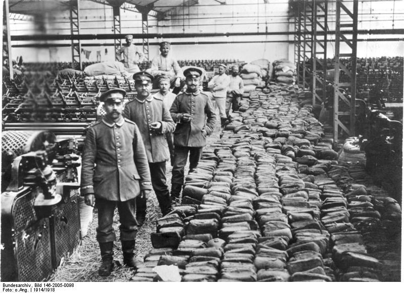 Fichier:Bundesarchiv Bild 146-2005-0098, Ostfront, Mehl- und Brotvorräte.jpg