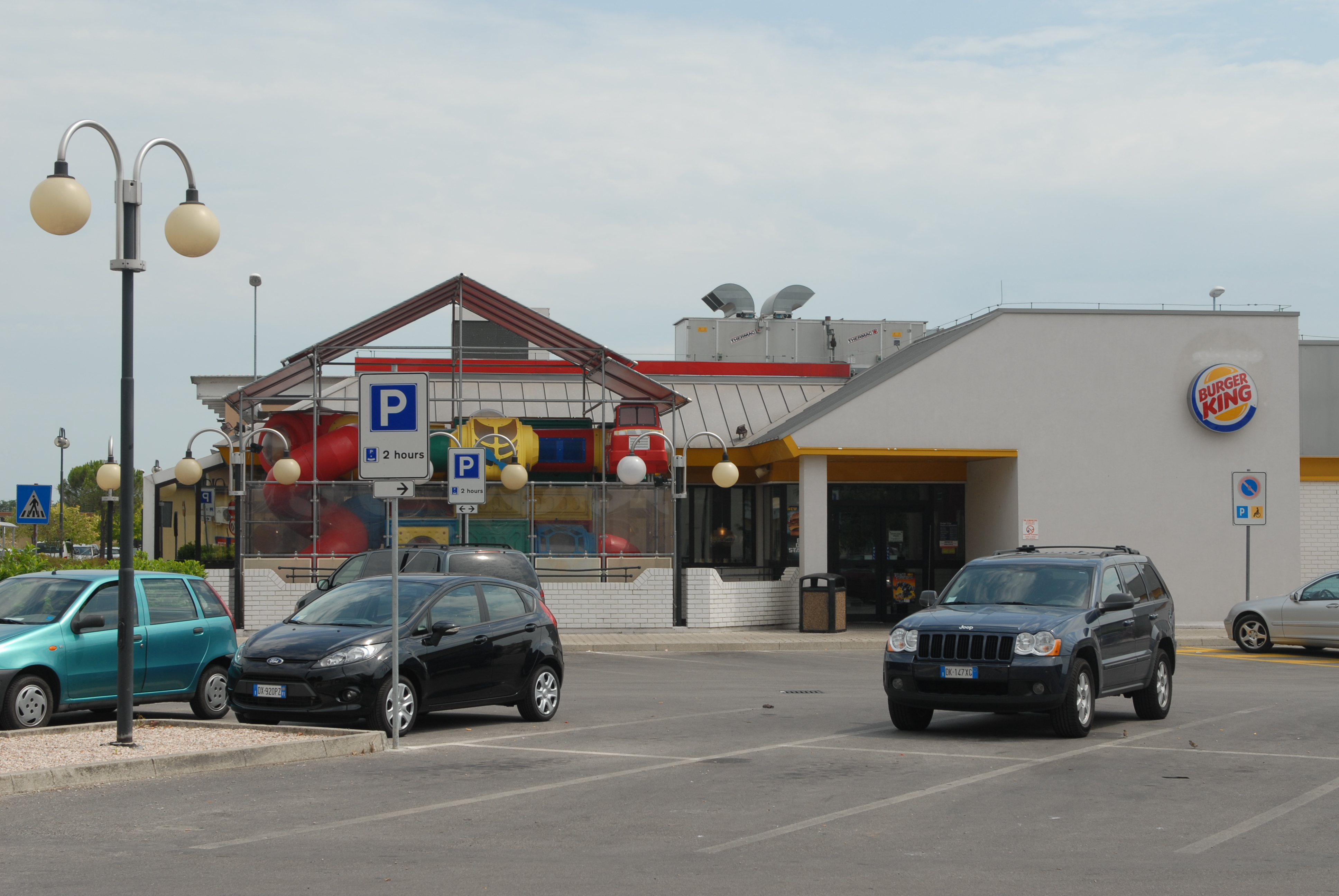 Burger_King_-_Caserma,_Ederle,_United_States_Army_Garrison_Vicenza_-_US_Army_Africa_Welcome_Guide_-_090808.jpg (3872×2592)